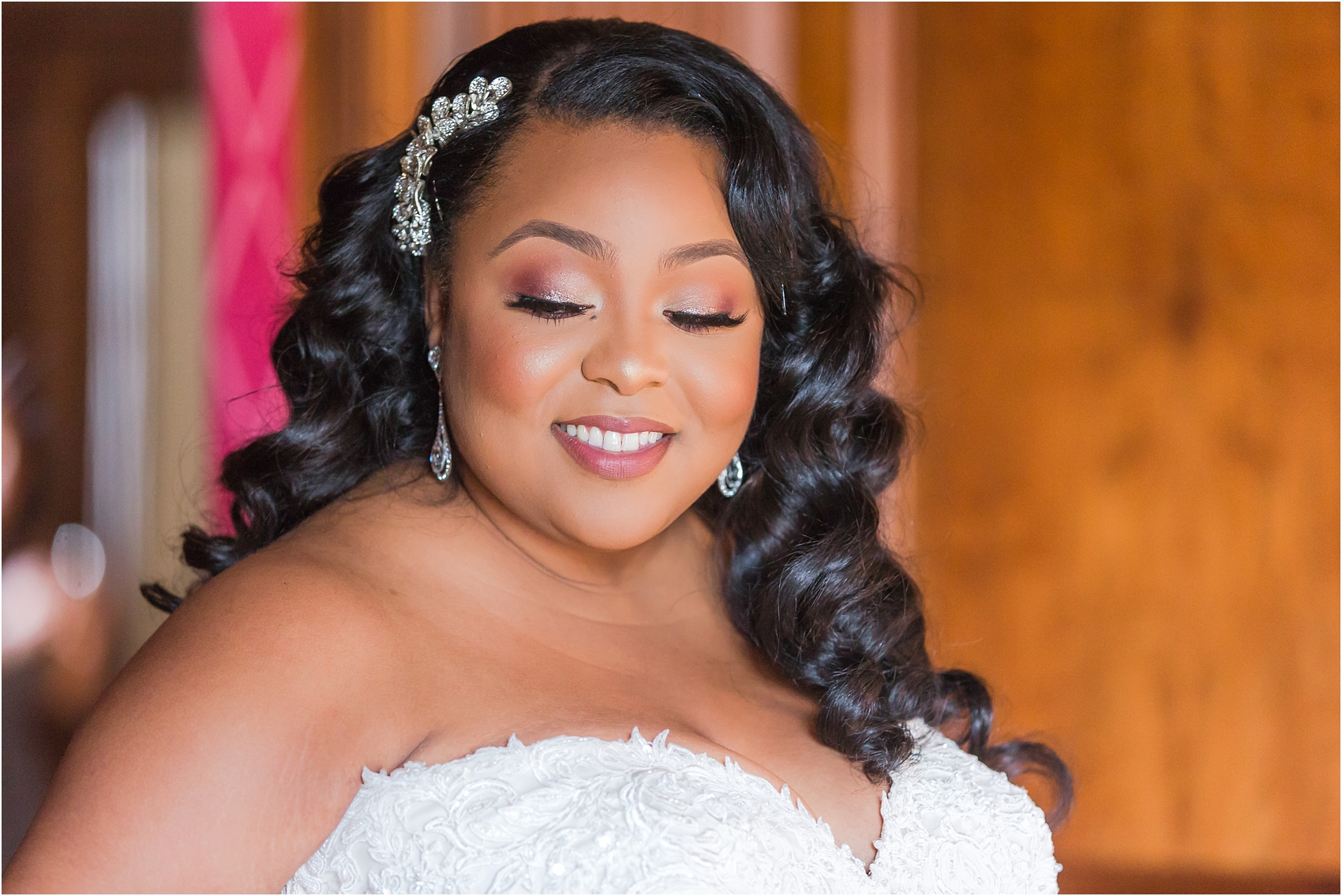 minimalist-and-modern-wedding-photos-at-30-north-saginaw-in-pontiac-michigan-by-courtney-carolyn-photography_0004.jpg