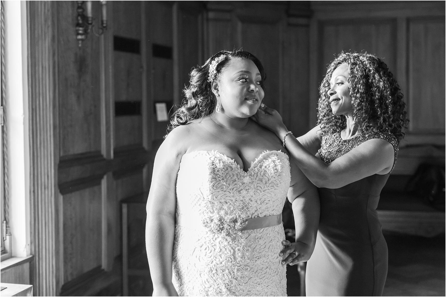 minimalist-and-modern-wedding-photos-at-30-north-saginaw-in-pontiac-michigan-by-courtney-carolyn-photography_0008.jpg
