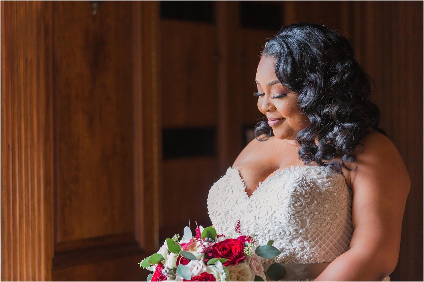 minimalist-and-modern-wedding-photos-at-30-north-saginaw-in-pontiac-michigan-by-courtney-carolyn-photography_0010.jpg