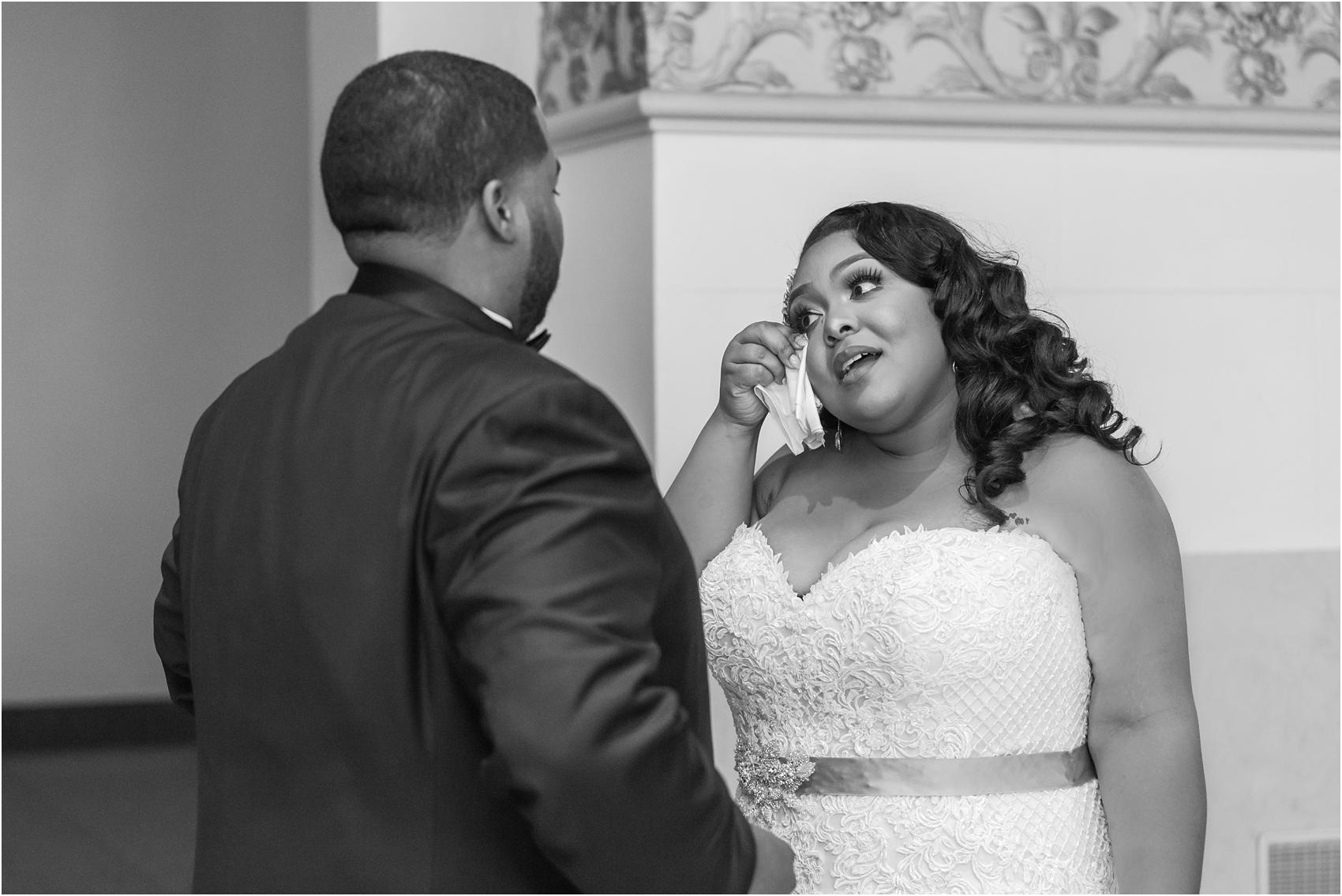 minimalist-and-modern-wedding-photos-at-30-north-saginaw-in-pontiac-michigan-by-courtney-carolyn-photography_0013.jpg