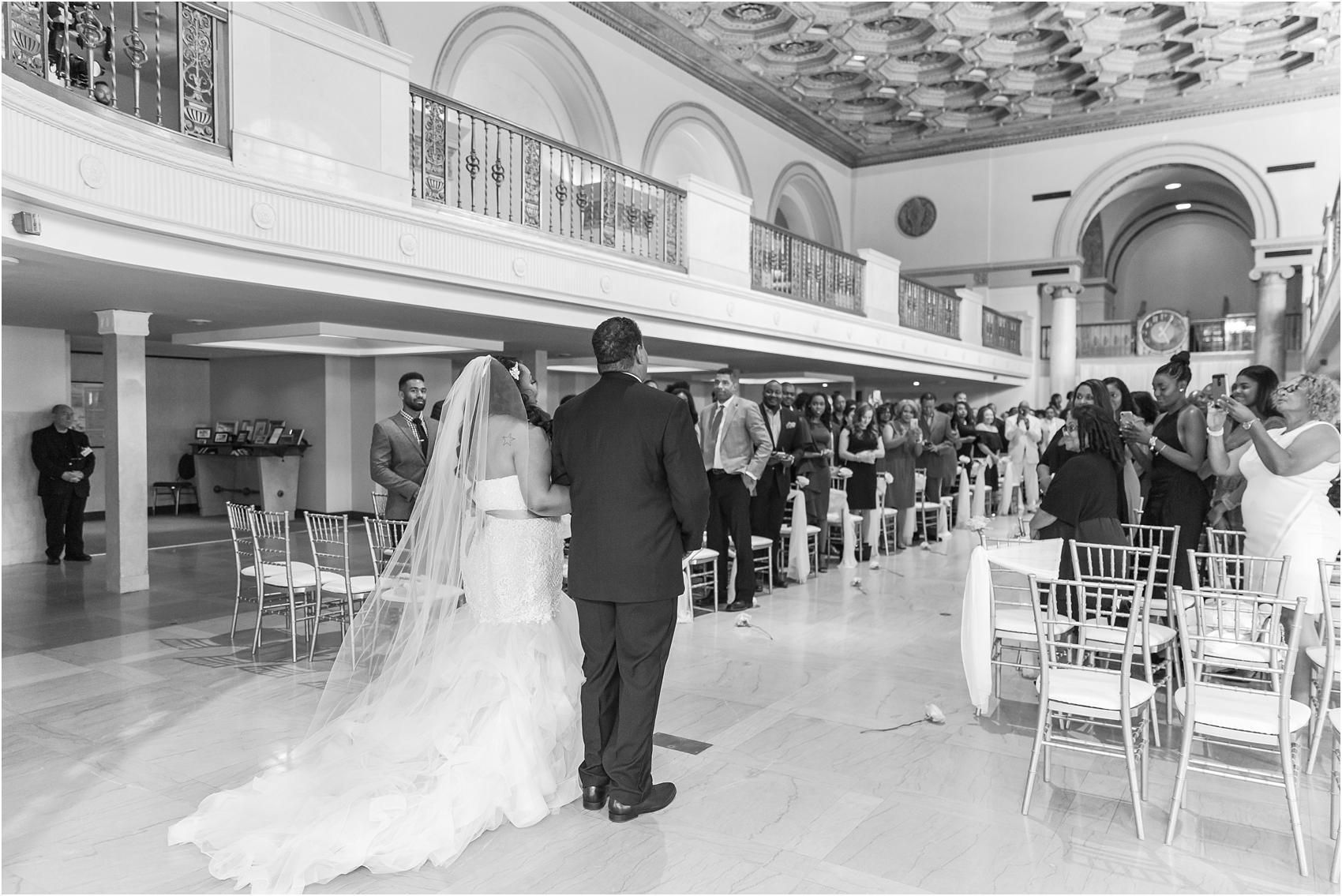 minimalist-and-modern-wedding-photos-at-30-north-saginaw-in-pontiac-michigan-by-courtney-carolyn-photography_0035.jpg