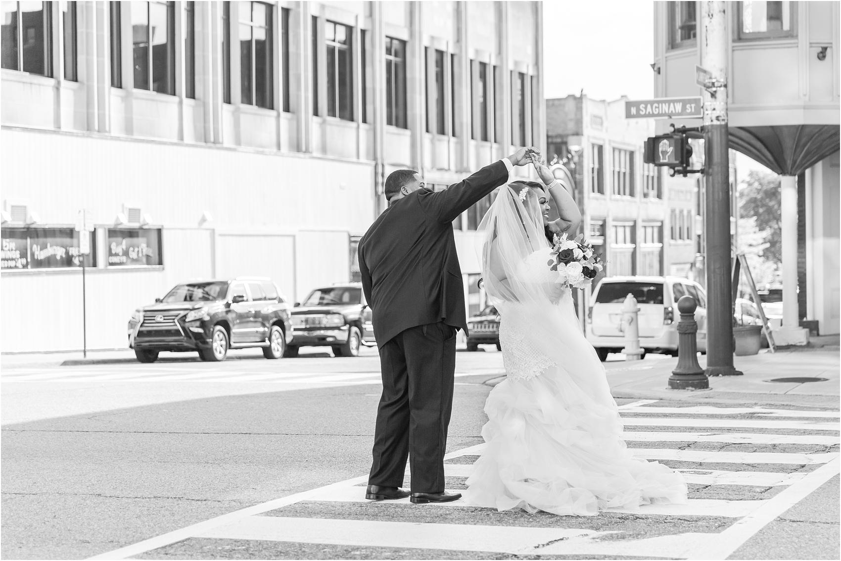 minimalist-and-modern-wedding-photos-at-30-north-saginaw-in-pontiac-michigan-by-courtney-carolyn-photography_0056.jpg