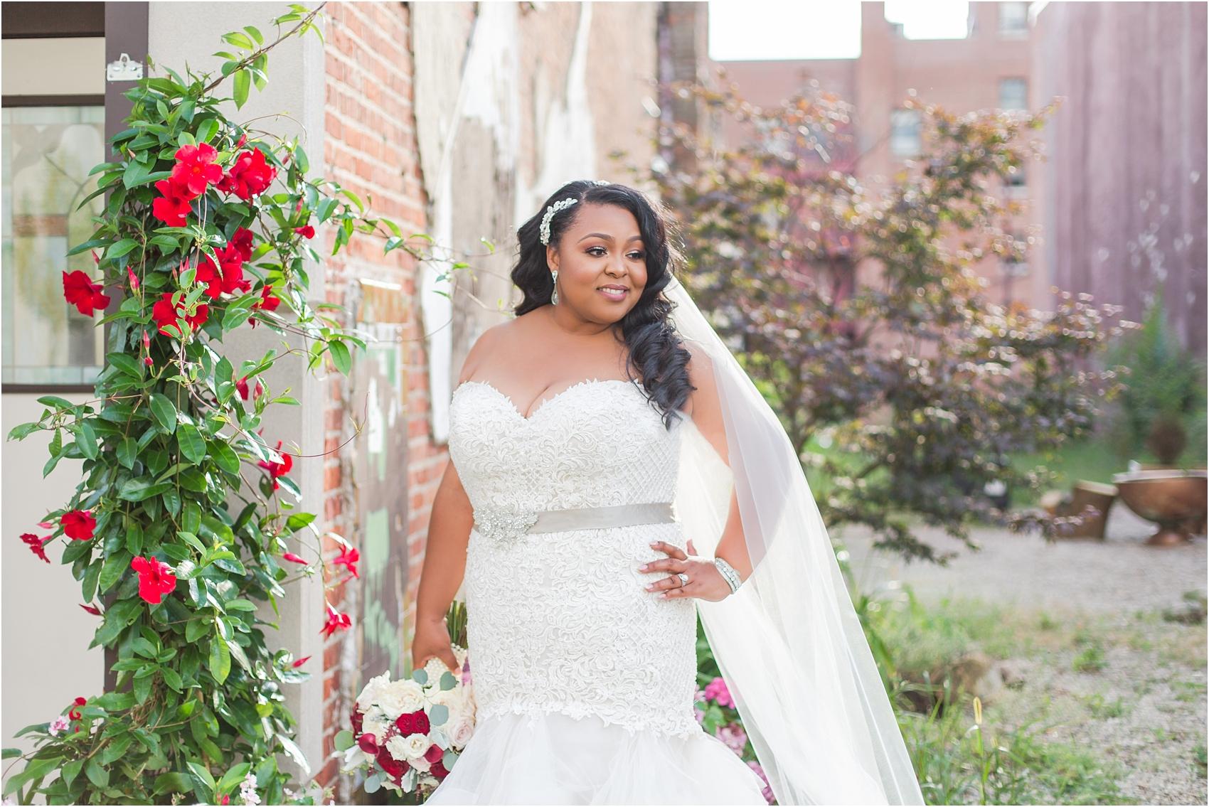 minimalist-and-modern-wedding-photos-at-30-north-saginaw-in-pontiac-michigan-by-courtney-carolyn-photography_0058.jpg
