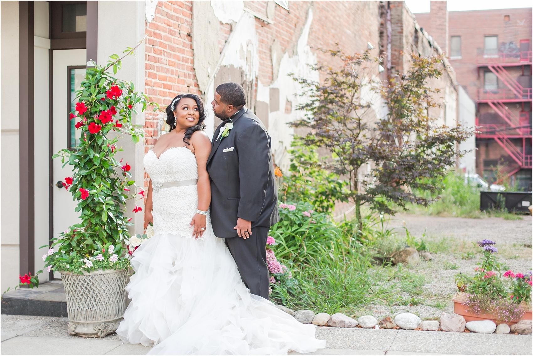 minimalist-and-modern-wedding-photos-at-30-north-saginaw-in-pontiac-michigan-by-courtney-carolyn-photography_0061.jpg