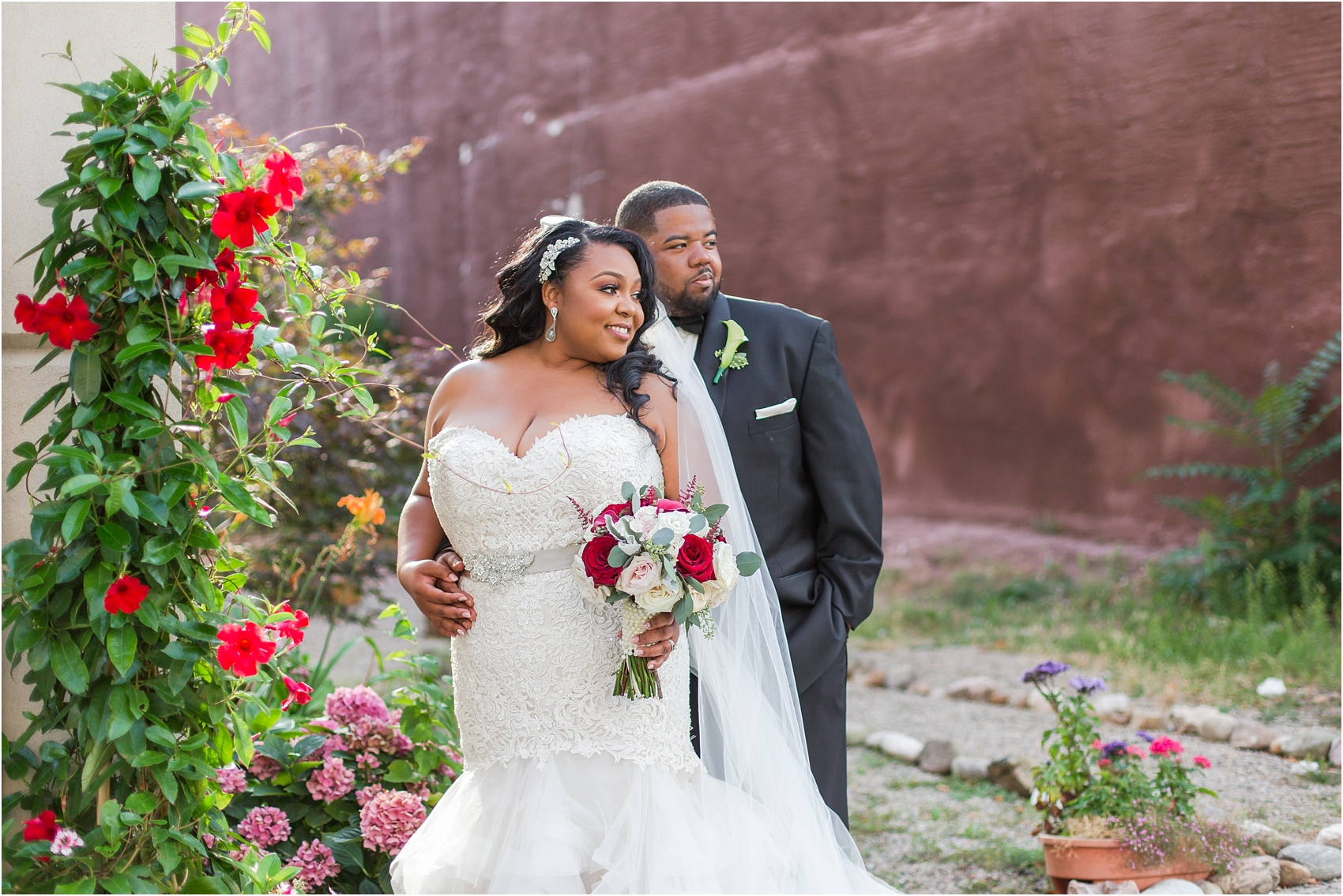 minimalist-and-modern-wedding-photos-at-30-north-saginaw-in-pontiac-michigan-by-courtney-carolyn-photography_0065.jpg