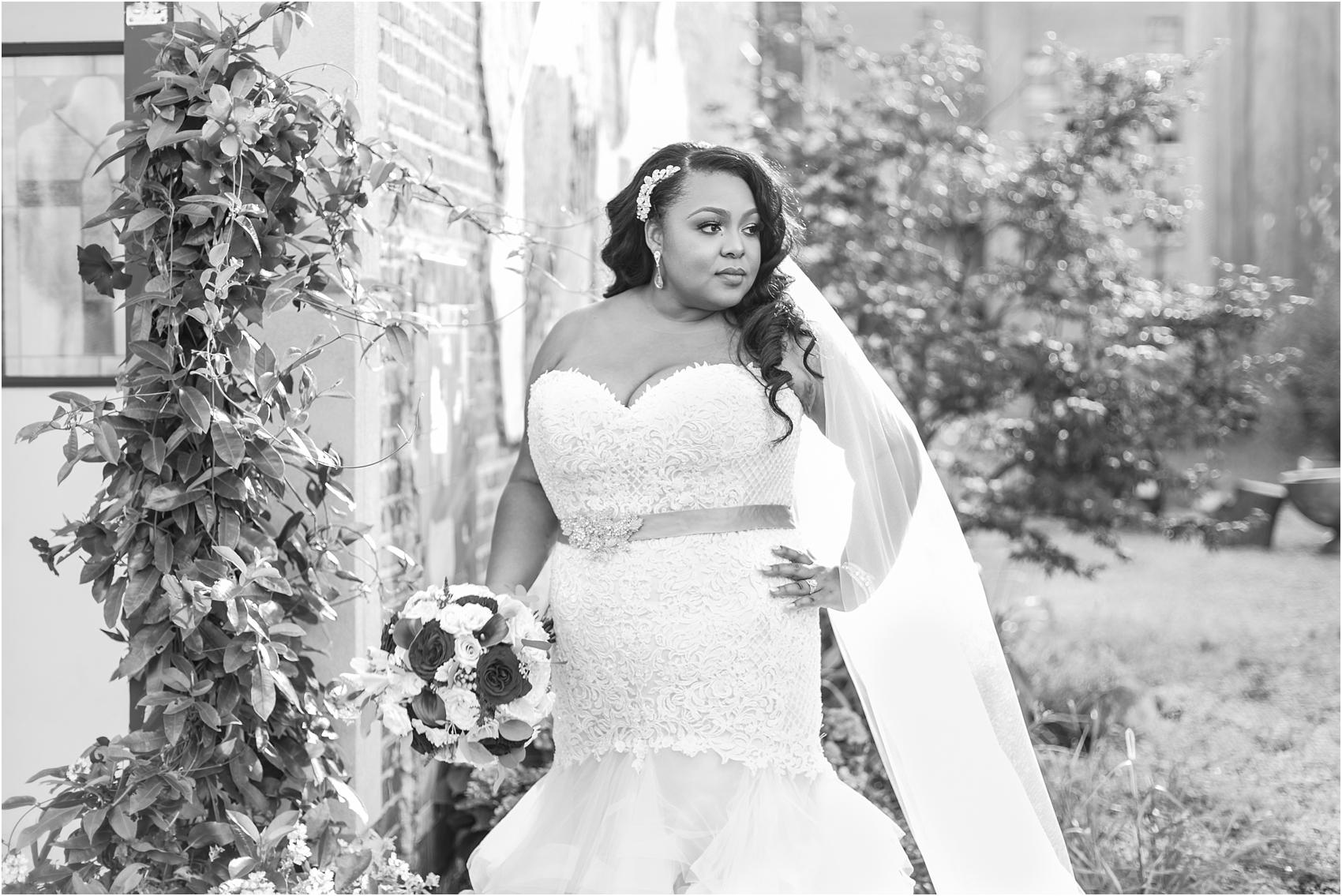 minimalist-and-modern-wedding-photos-at-30-north-saginaw-in-pontiac-michigan-by-courtney-carolyn-photography_0067.jpg
