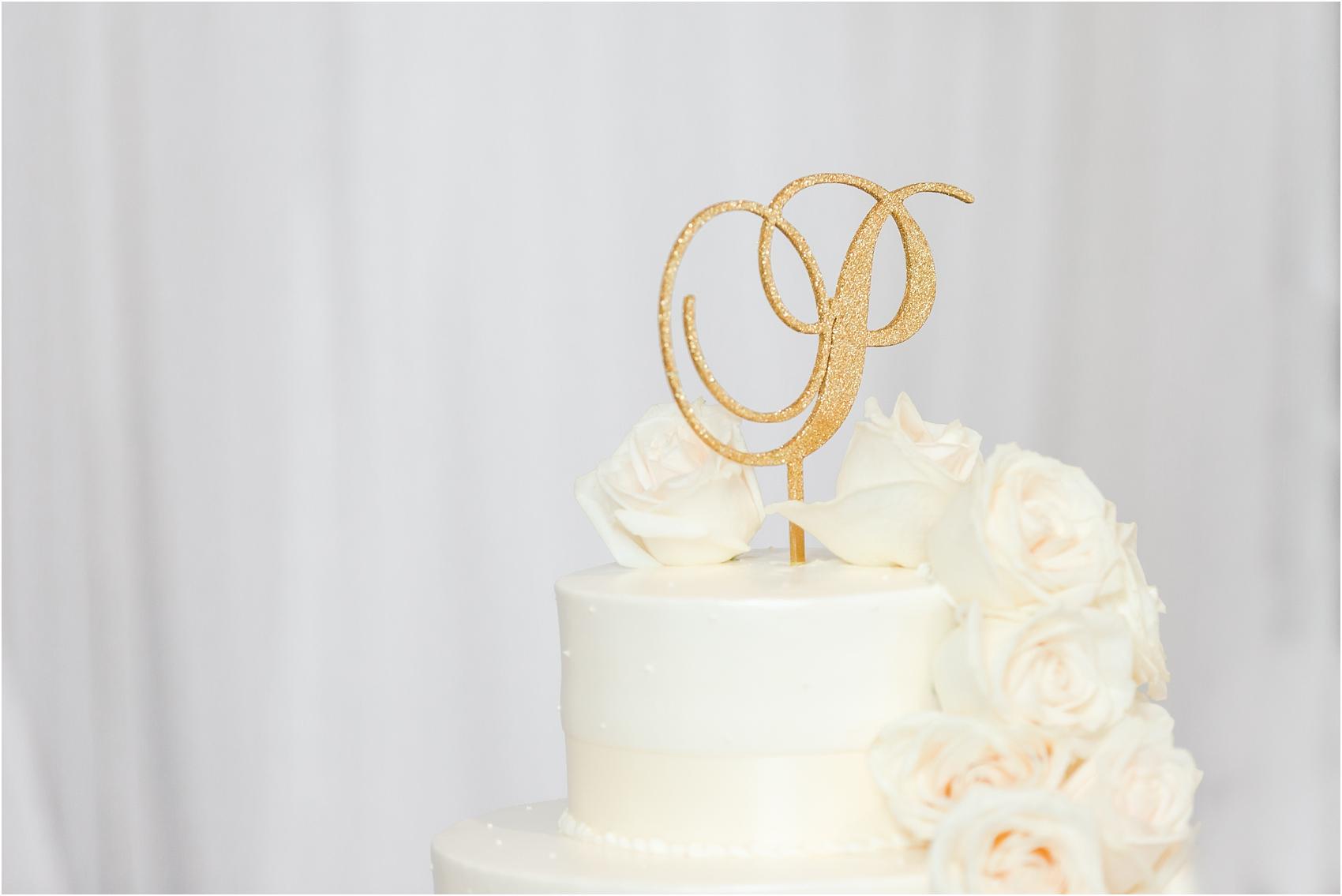 minimalist-and-modern-wedding-photos-at-30-north-saginaw-in-pontiac-michigan-by-courtney-carolyn-photography_0073.jpg