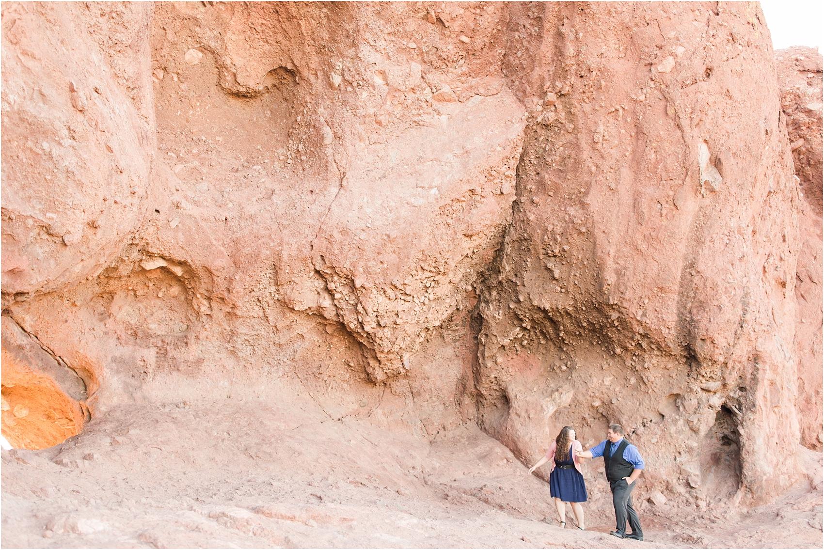 romantic-desert-engagement-photos-in-scottsdale-arizona-courtney-carolyn-photography-by-katelyn-james_0019.jpg