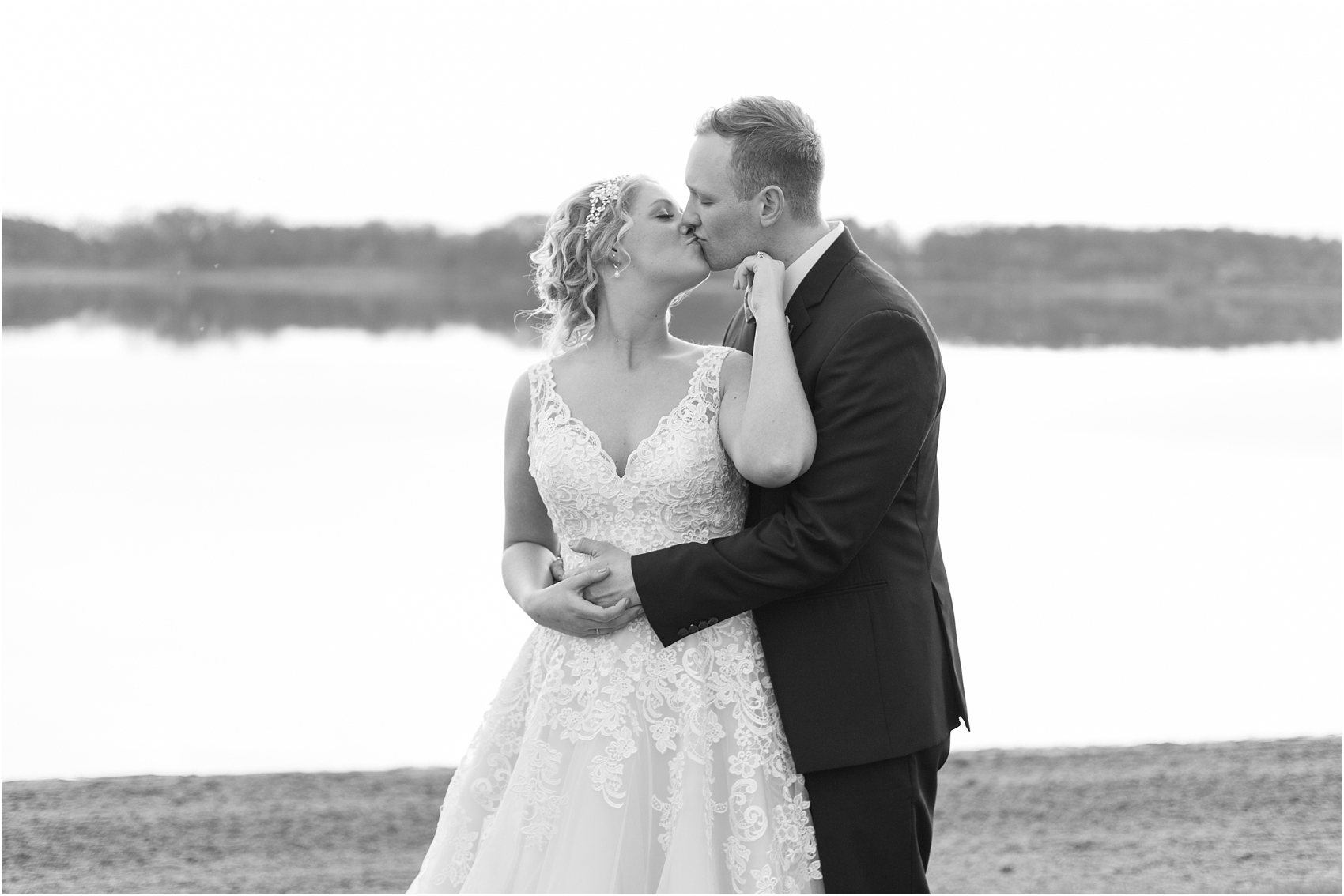 emotional-candid-romantic-wedding-photos-in-detroit-chicago-northern-michigan-by-courtney-carolyn-photography_0027.jpg