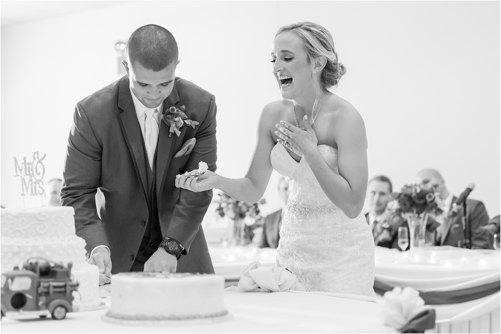 emotional-candid-romantic-wedding-photos-in-detroit-chicago-northern-michigan-by-courtney-carolyn-photography_0005.jpg
