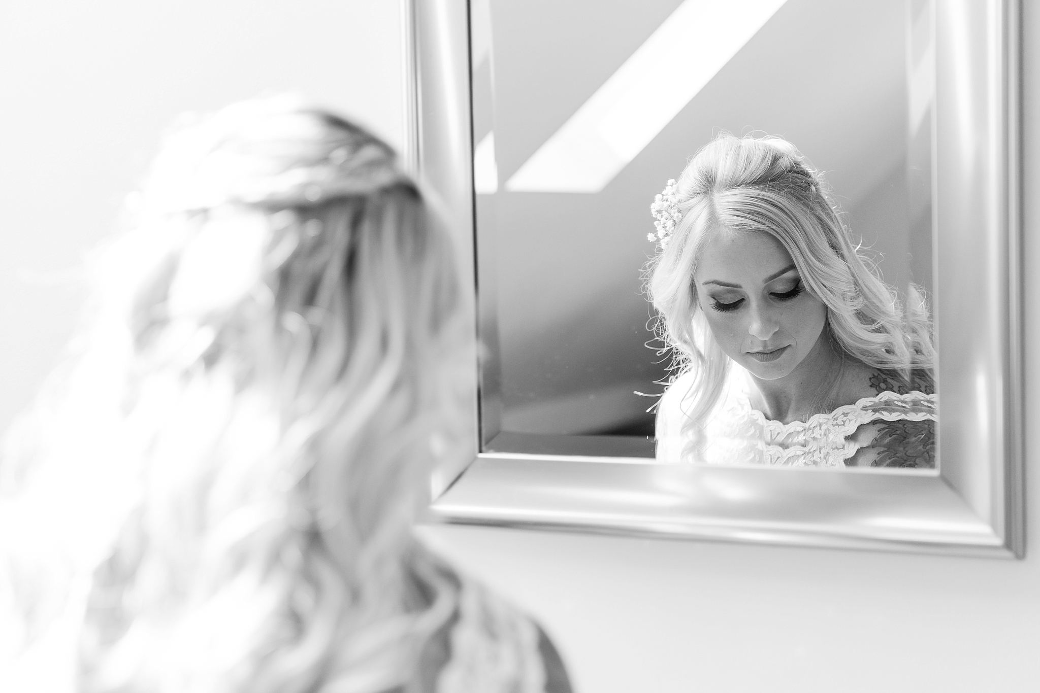 romantic-artful-candid-wedding-photos-in-detroit-lansing-ann-arbor-northern-michigan-and-chicago-by-courtney-carolyn-photography_0005.jpg