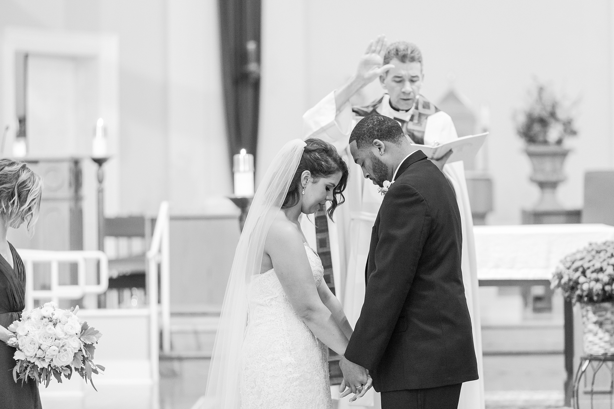 romantic-artful-candid-wedding-photos-in-detroit-lansing-ann-arbor-northern-michigan-and-chicago-by-courtney-carolyn-photography_0015.jpg