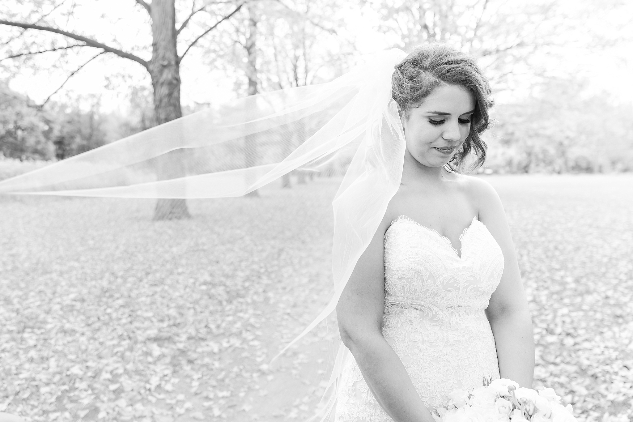 romantic-artful-candid-wedding-photos-in-detroit-lansing-ann-arbor-northern-michigan-and-chicago-by-courtney-carolyn-photography_0033.jpg