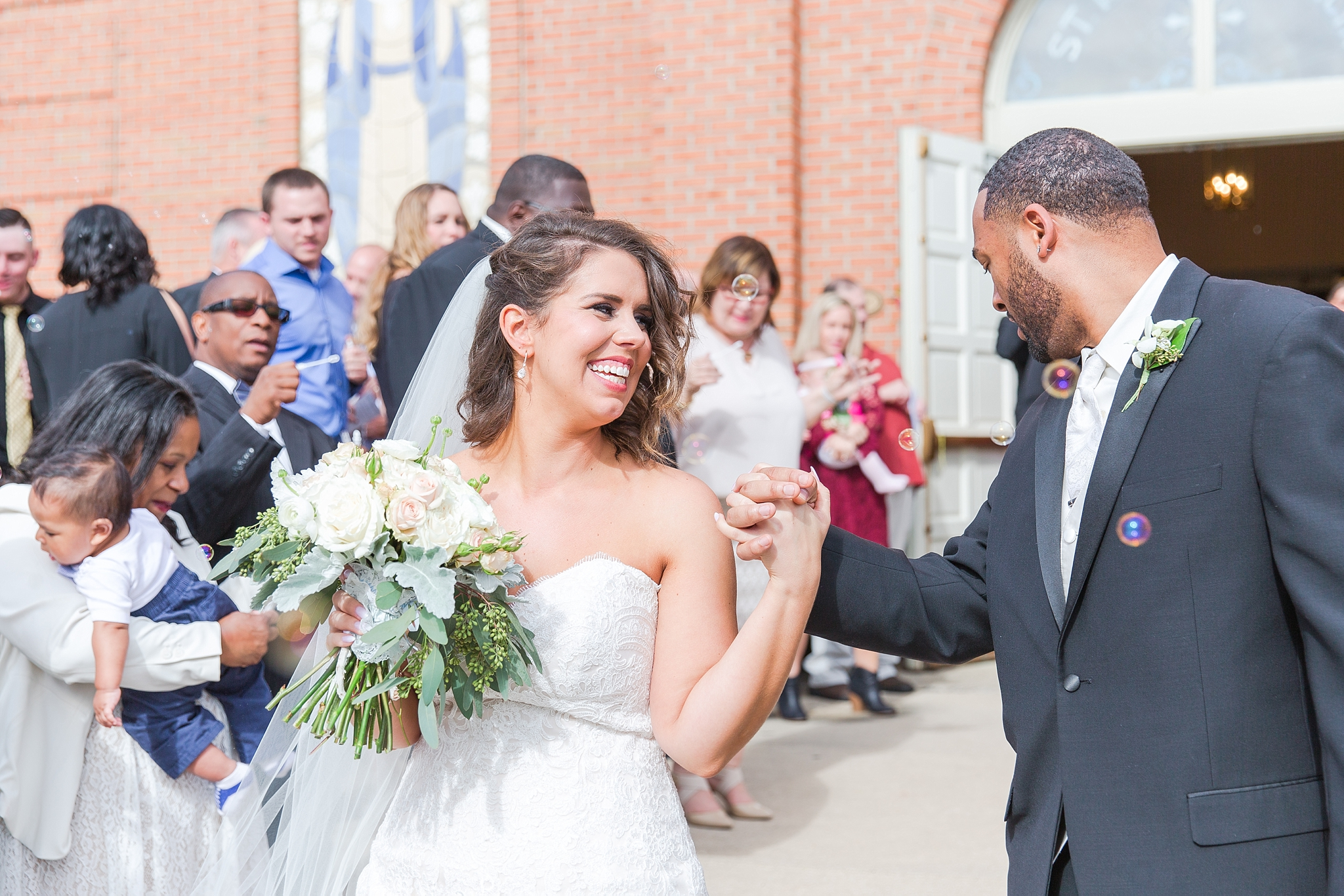 romantic-artful-candid-wedding-photos-in-detroit-lansing-ann-arbor-northern-michigan-and-chicago-by-courtney-carolyn-photography_0042.jpg