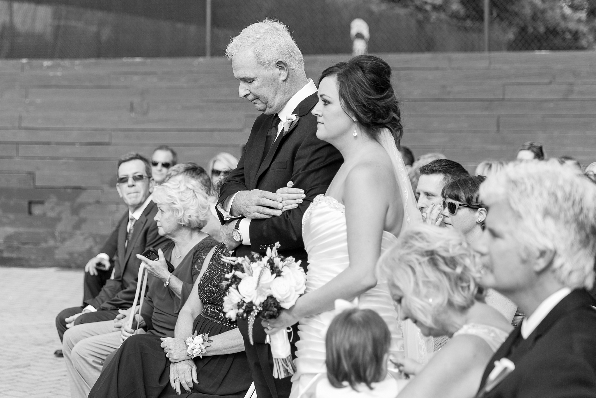 romantic-artful-candid-wedding-photos-in-detroit-lansing-ann-arbor-northern-michigan-and-chicago-by-courtney-carolyn-photography_0046.jpg