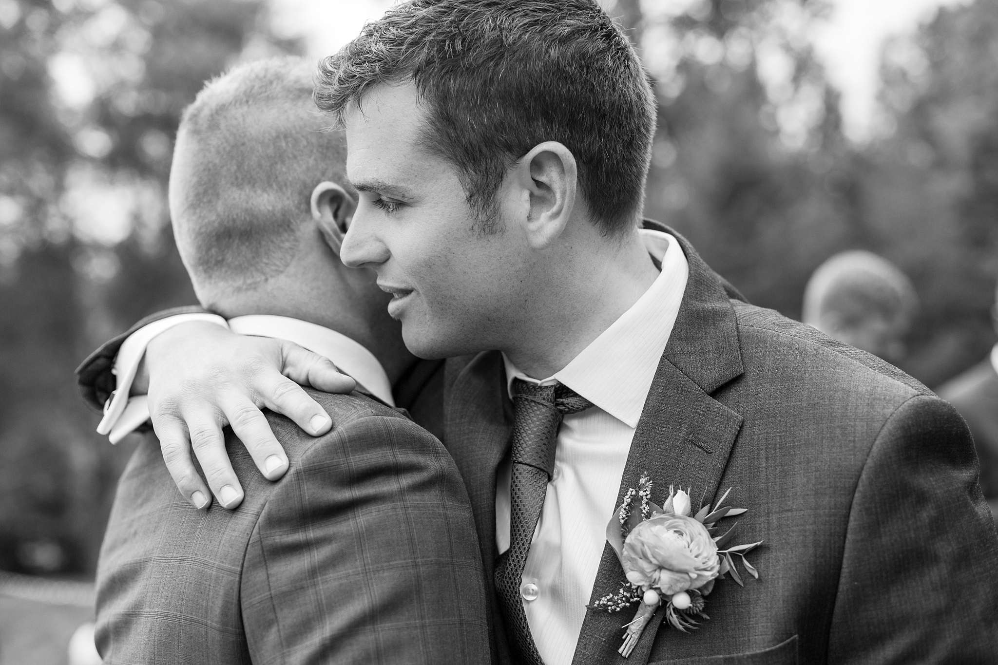 romantic-artful-candid-wedding-photos-in-detroit-lansing-ann-arbor-northern-michigan-and-chicago-by-courtney-carolyn-photography_0048.jpg