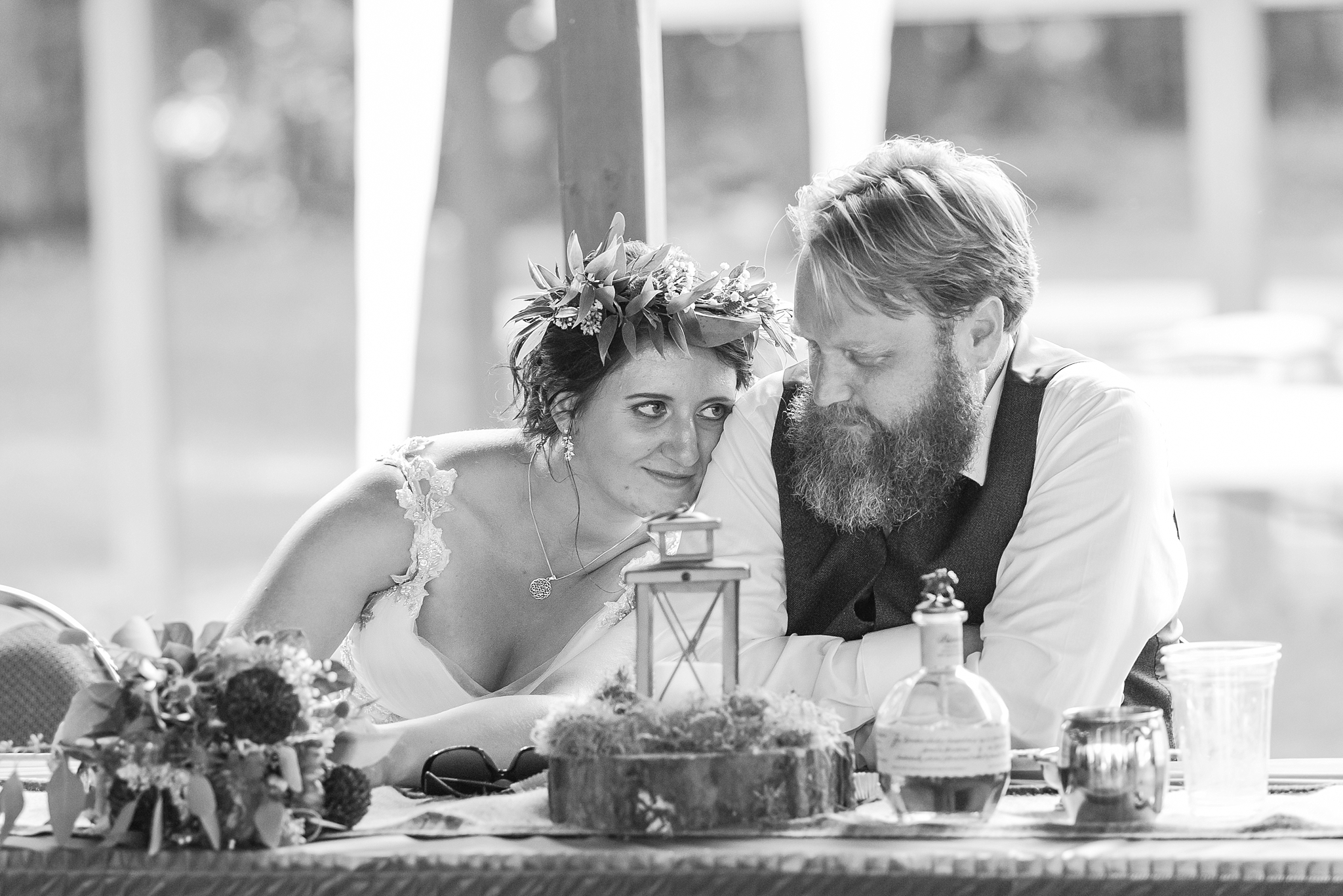 romantic-artful-candid-wedding-photos-in-detroit-lansing-ann-arbor-northern-michigan-and-chicago-by-courtney-carolyn-photography_0049.jpg