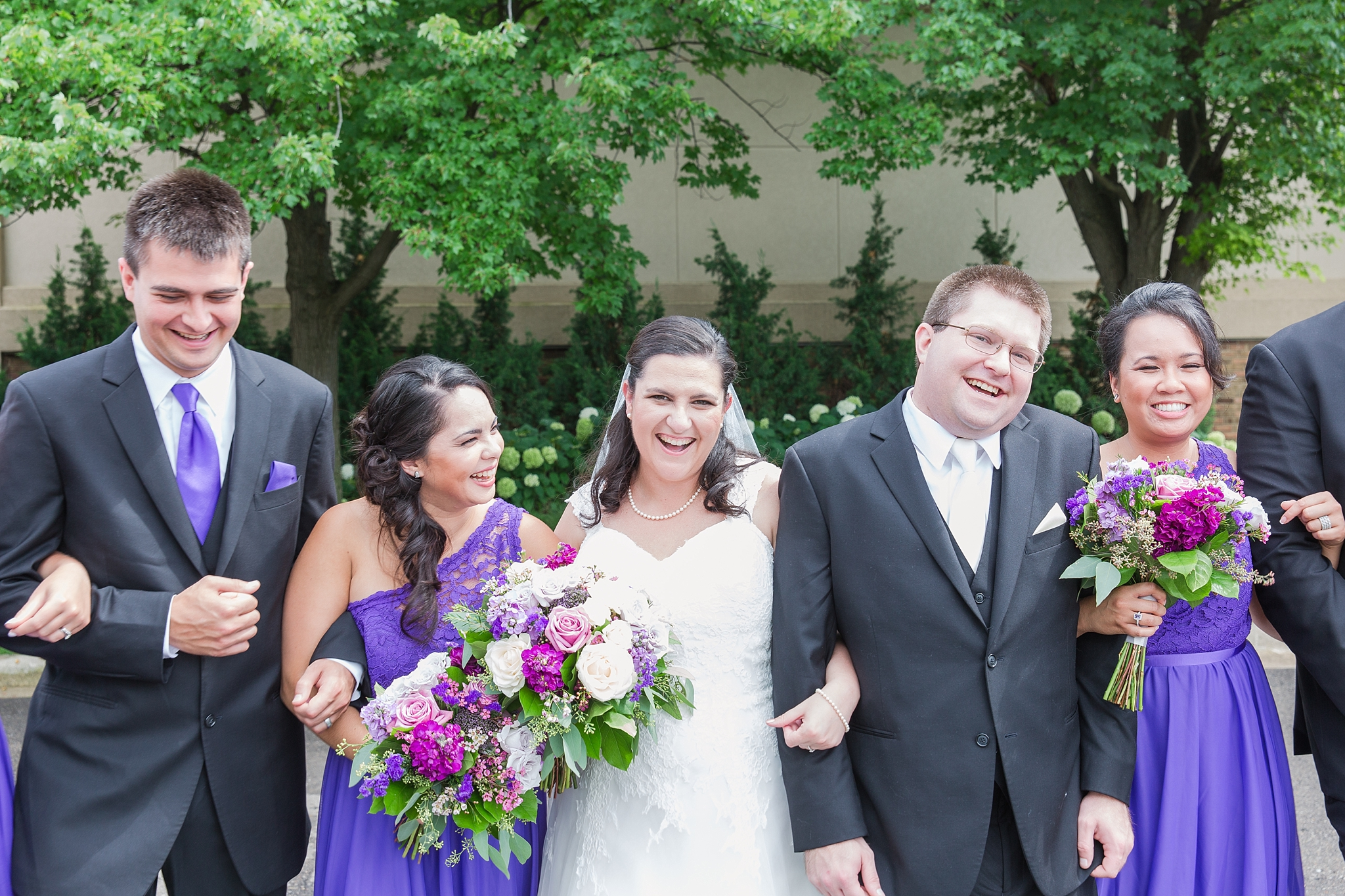 romantic-artful-candid-wedding-photos-in-detroit-lansing-ann-arbor-northern-michigan-and-chicago-by-courtney-carolyn-photography_0052.jpg