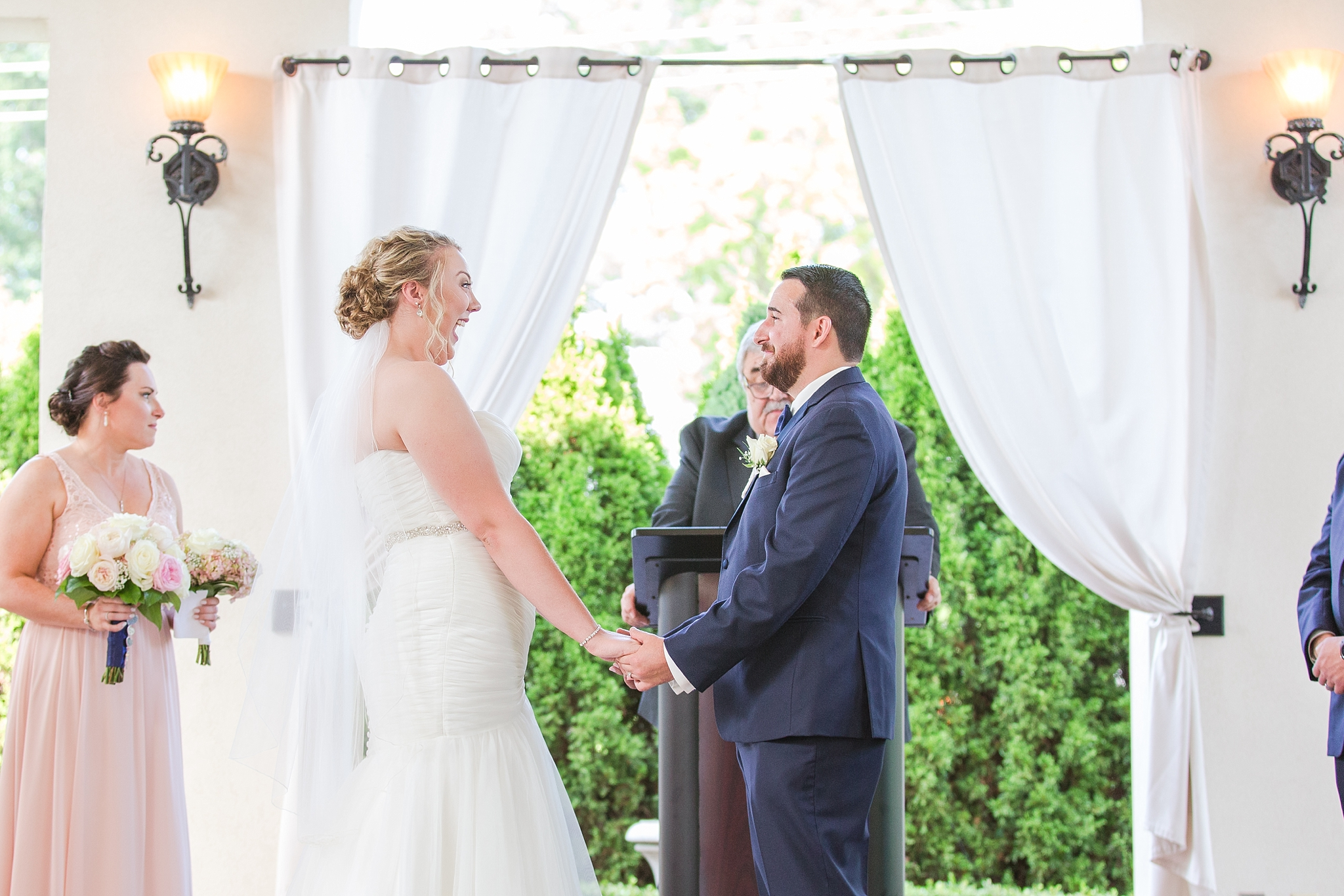 romantic-artful-candid-wedding-photos-in-detroit-lansing-ann-arbor-northern-michigan-and-chicago-by-courtney-carolyn-photography_0056.jpg