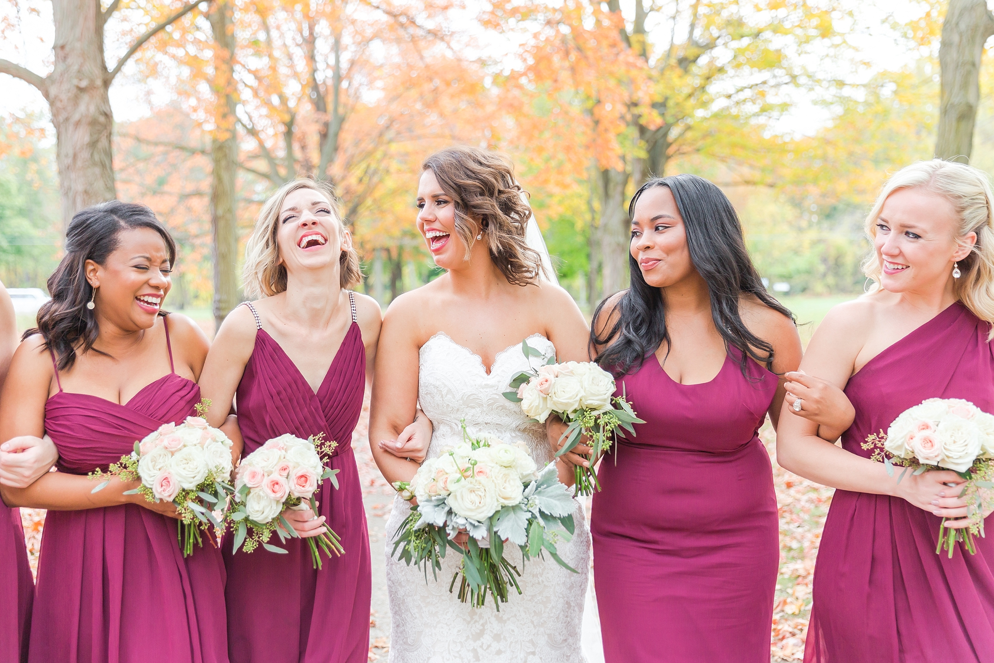 romantic-artful-candid-wedding-photos-in-detroit-lansing-ann-arbor-northern-michigan-and-chicago-by-courtney-carolyn-photography_0058.jpg