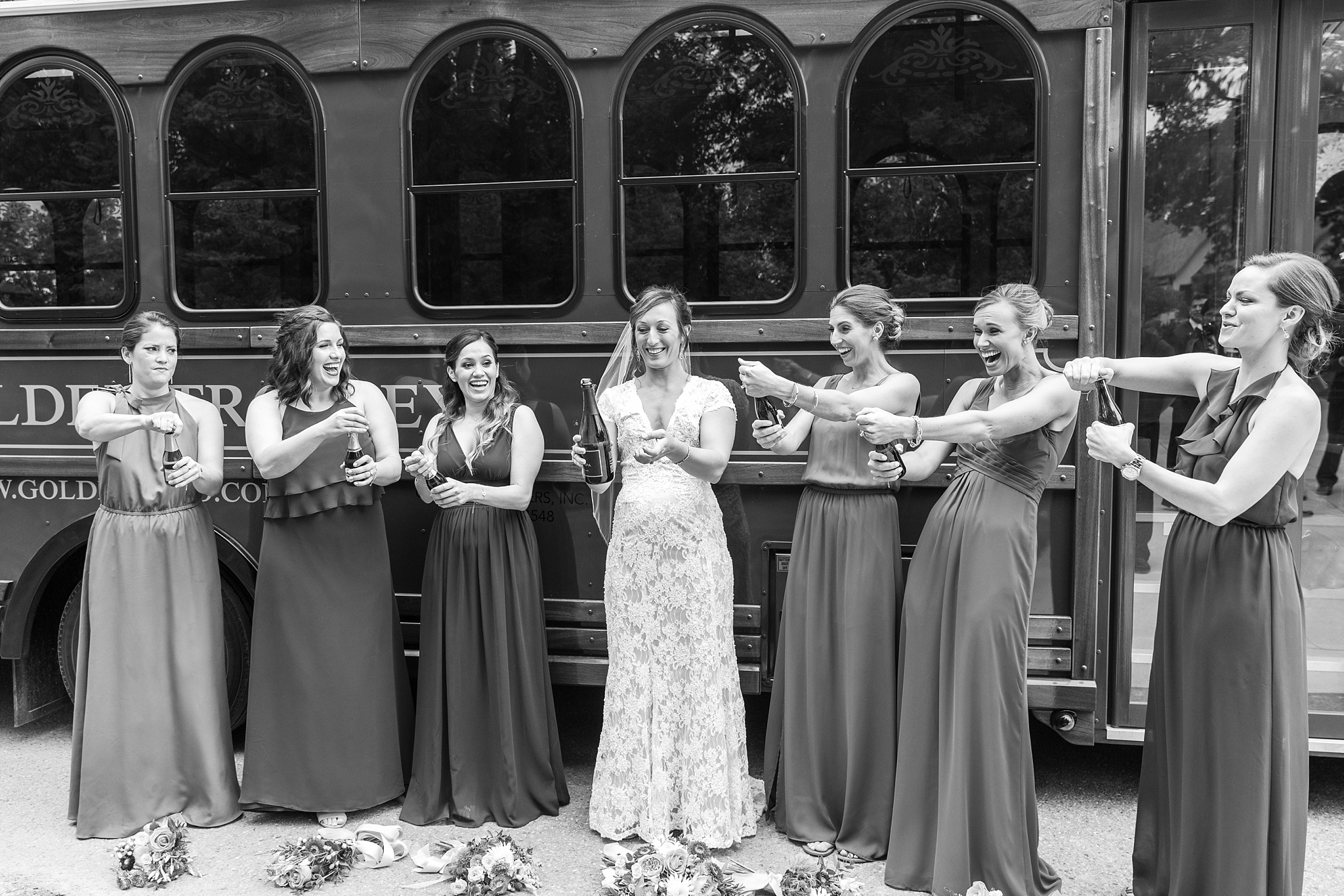 romantic-artful-candid-wedding-photos-in-detroit-lansing-ann-arbor-northern-michigan-and-chicago-by-courtney-carolyn-photography_0059.jpg