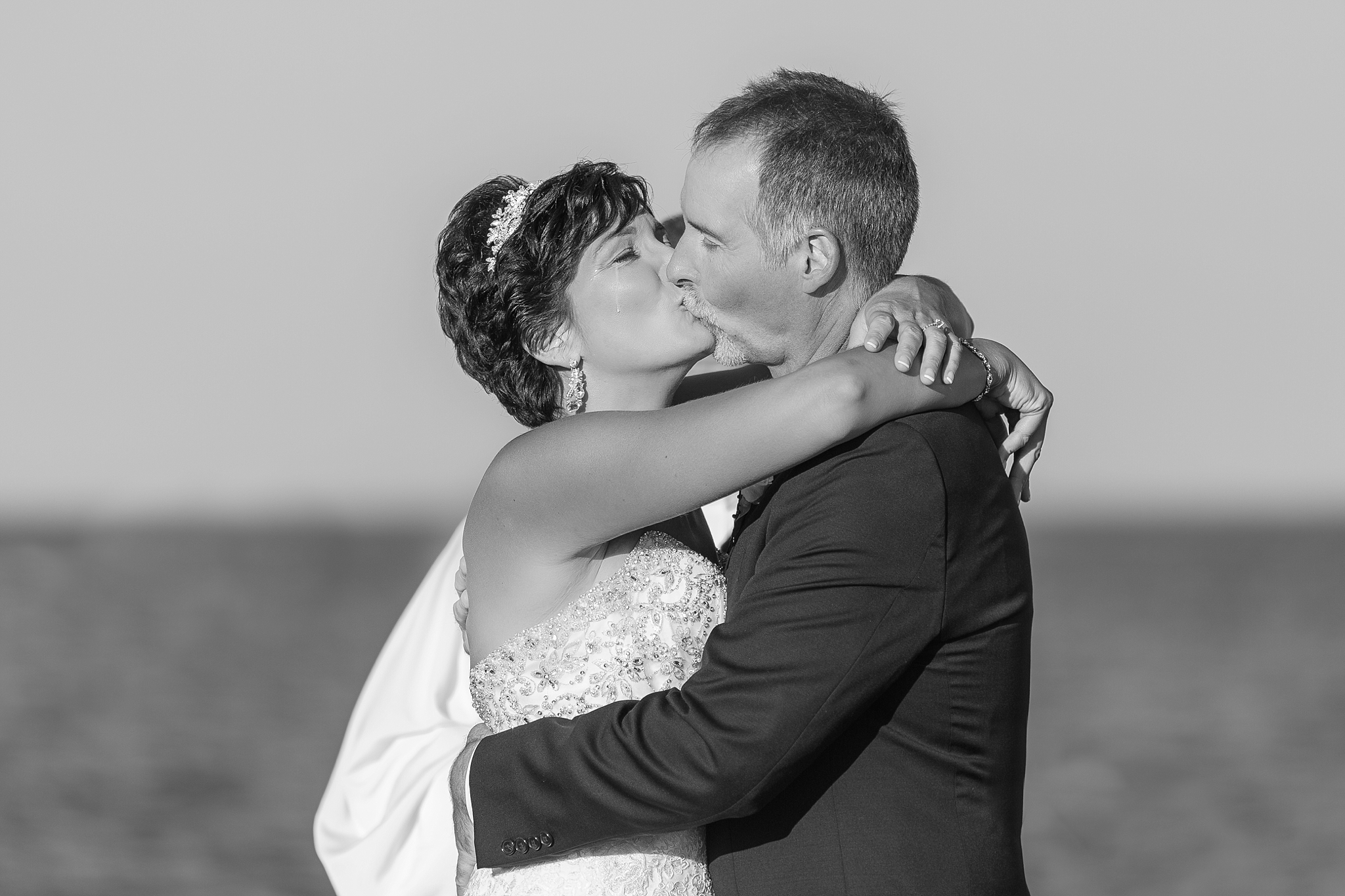 romantic-artful-candid-wedding-photos-in-detroit-lansing-ann-arbor-northern-michigan-and-chicago-by-courtney-carolyn-photography_0061.jpg