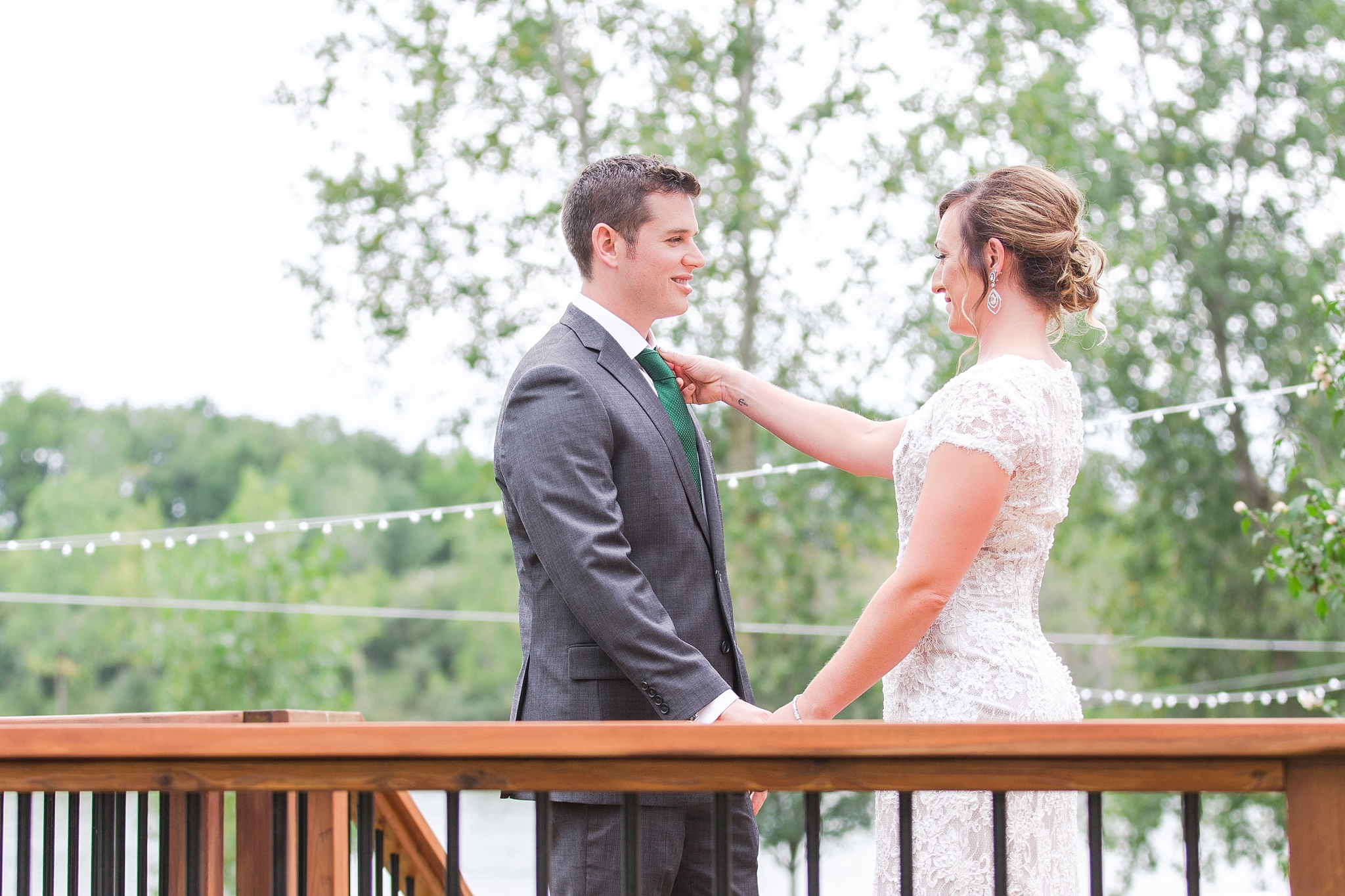 romantic-artful-candid-wedding-photos-in-detroit-lansing-ann-arbor-northern-michigan-and-chicago-by-courtney-carolyn-photography_0063.jpg