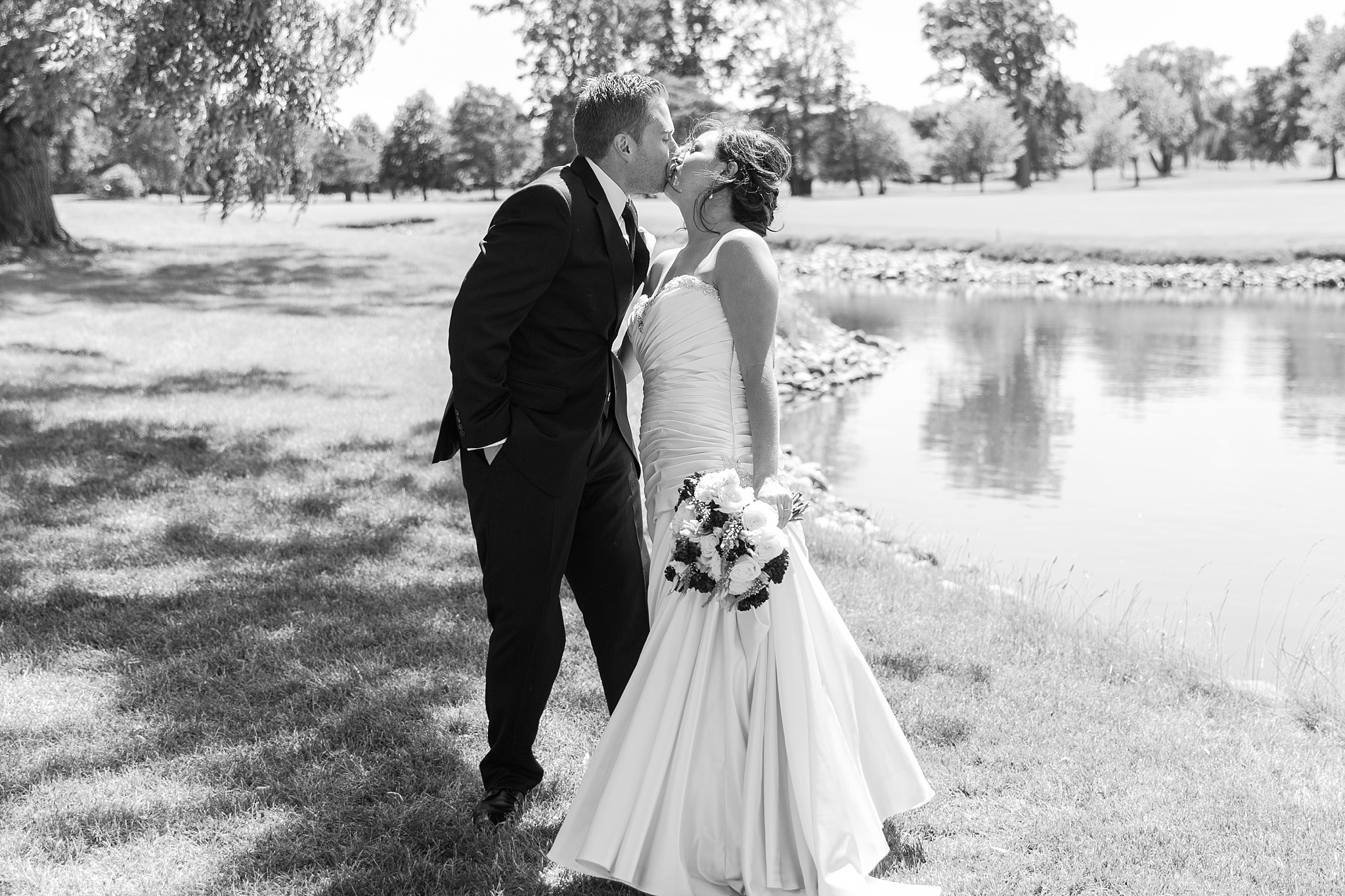 romantic-artful-candid-wedding-photos-in-detroit-lansing-ann-arbor-northern-michigan-and-chicago-by-courtney-carolyn-photography_0064.jpg