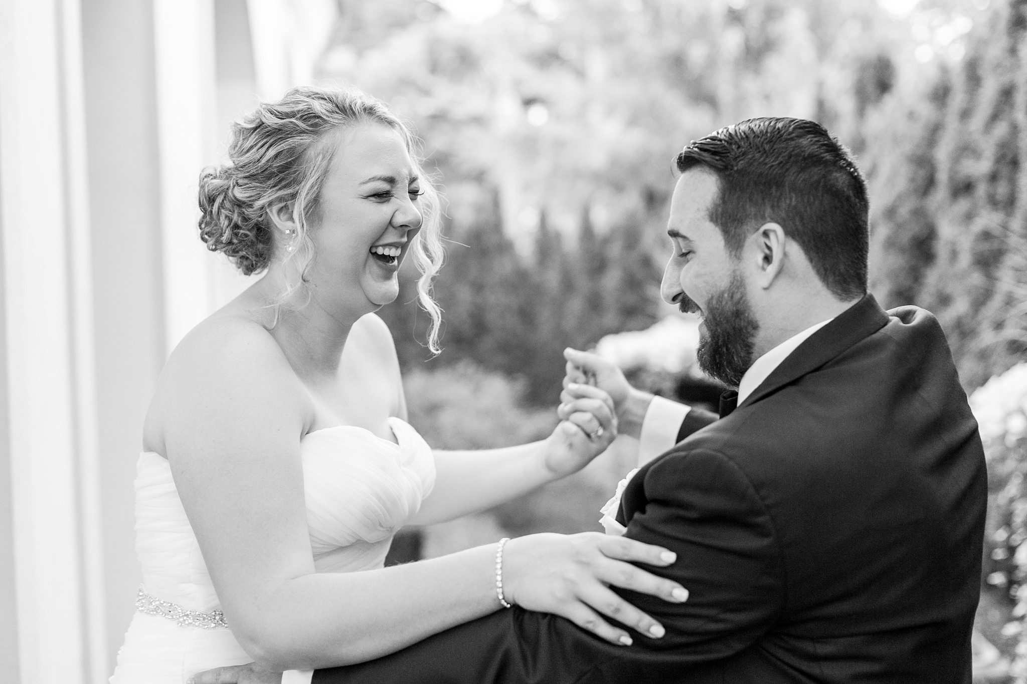 romantic-artful-candid-wedding-photos-in-detroit-lansing-ann-arbor-northern-michigan-and-chicago-by-courtney-carolyn-photography_0068.jpg