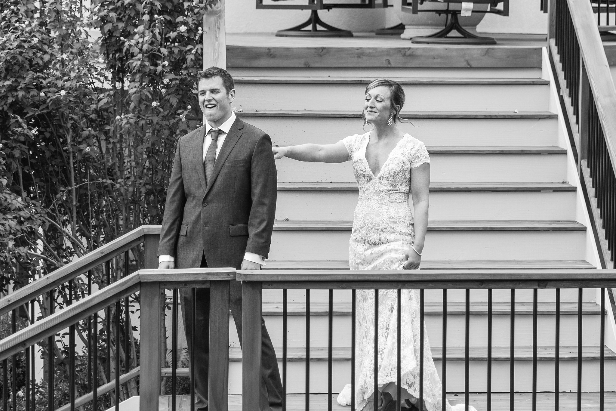 romantic-artful-candid-wedding-photos-in-detroit-lansing-ann-arbor-northern-michigan-and-chicago-by-courtney-carolyn-photography_0075.jpg