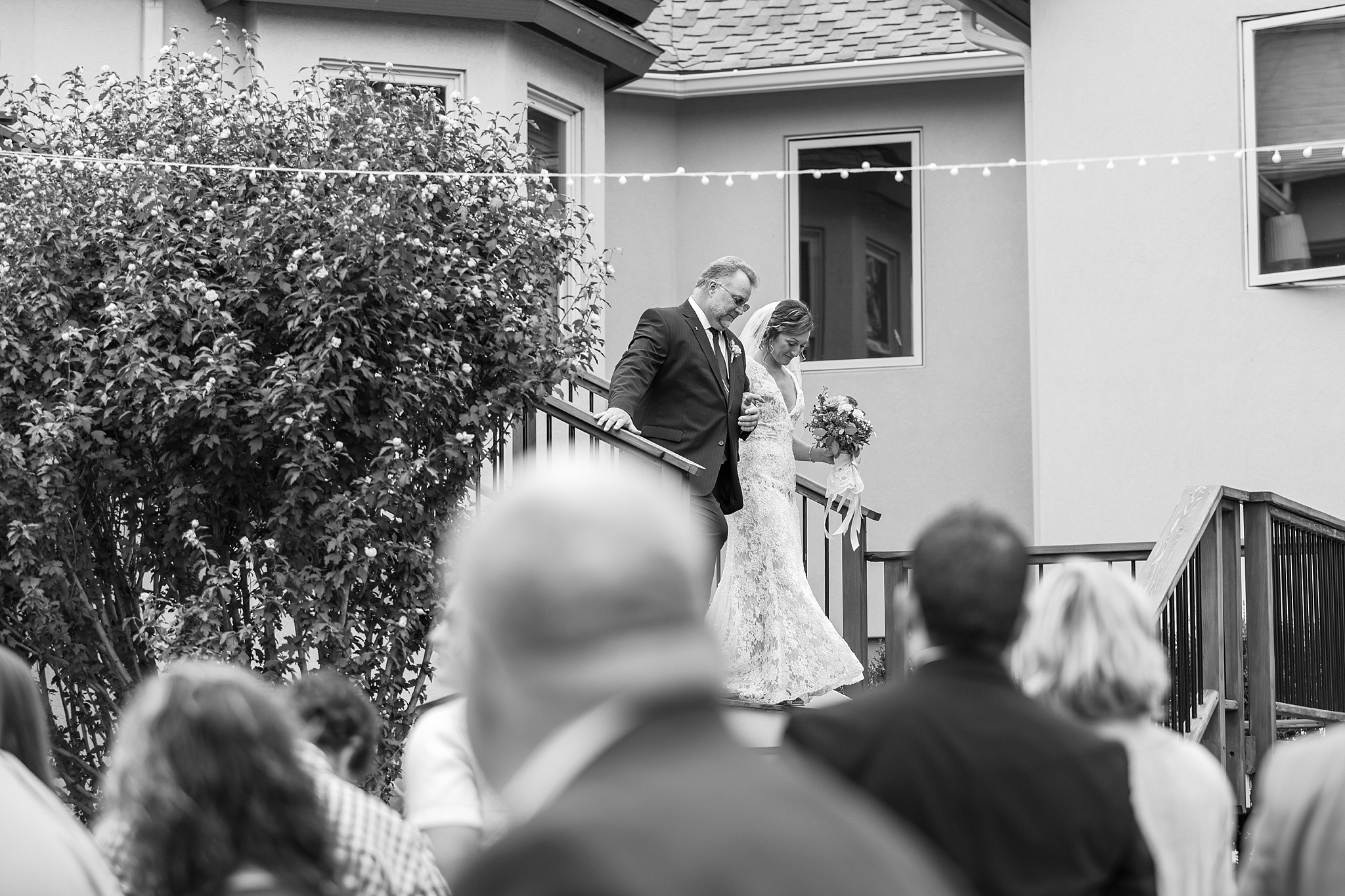 romantic-artful-candid-wedding-photos-in-detroit-lansing-ann-arbor-northern-michigan-and-chicago-by-courtney-carolyn-photography_0083.jpg