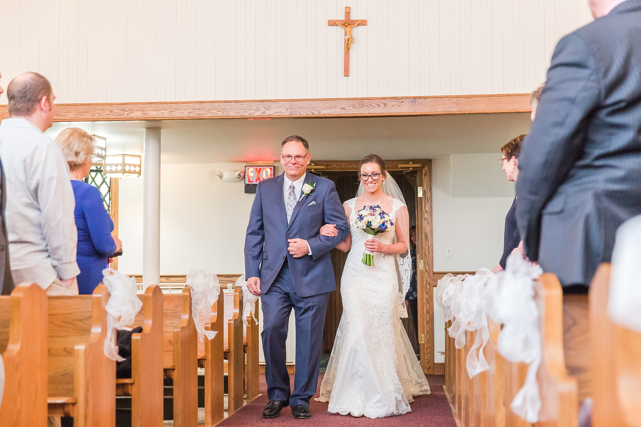 classic-timeless-candid-wedding-photos-in-grosse-ile-and-trenton-michigan-by-courtney-carolyn-photography_0015.jpg