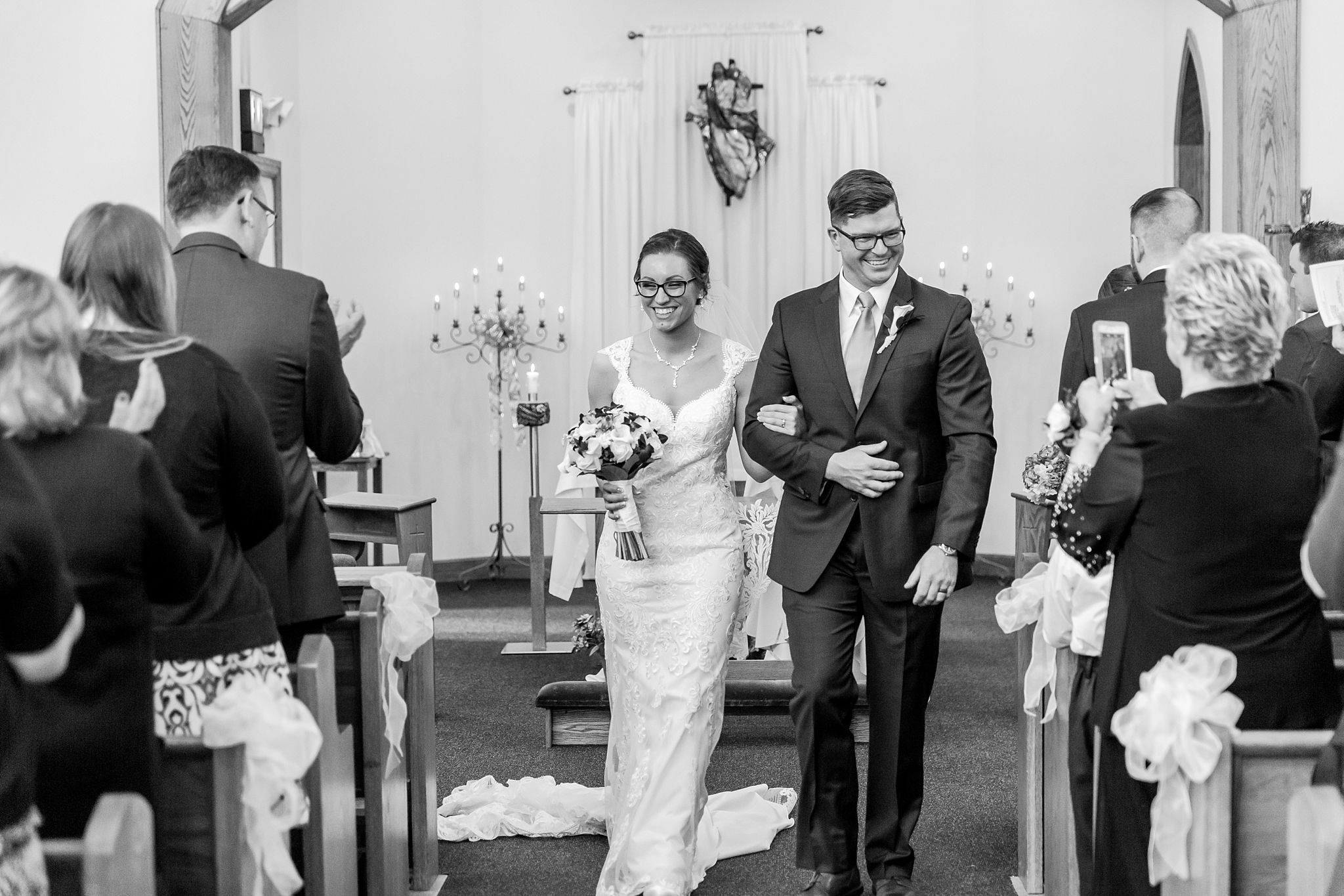 classic-timeless-candid-wedding-photos-in-grosse-ile-and-trenton-michigan-by-courtney-carolyn-photography_0027.jpg