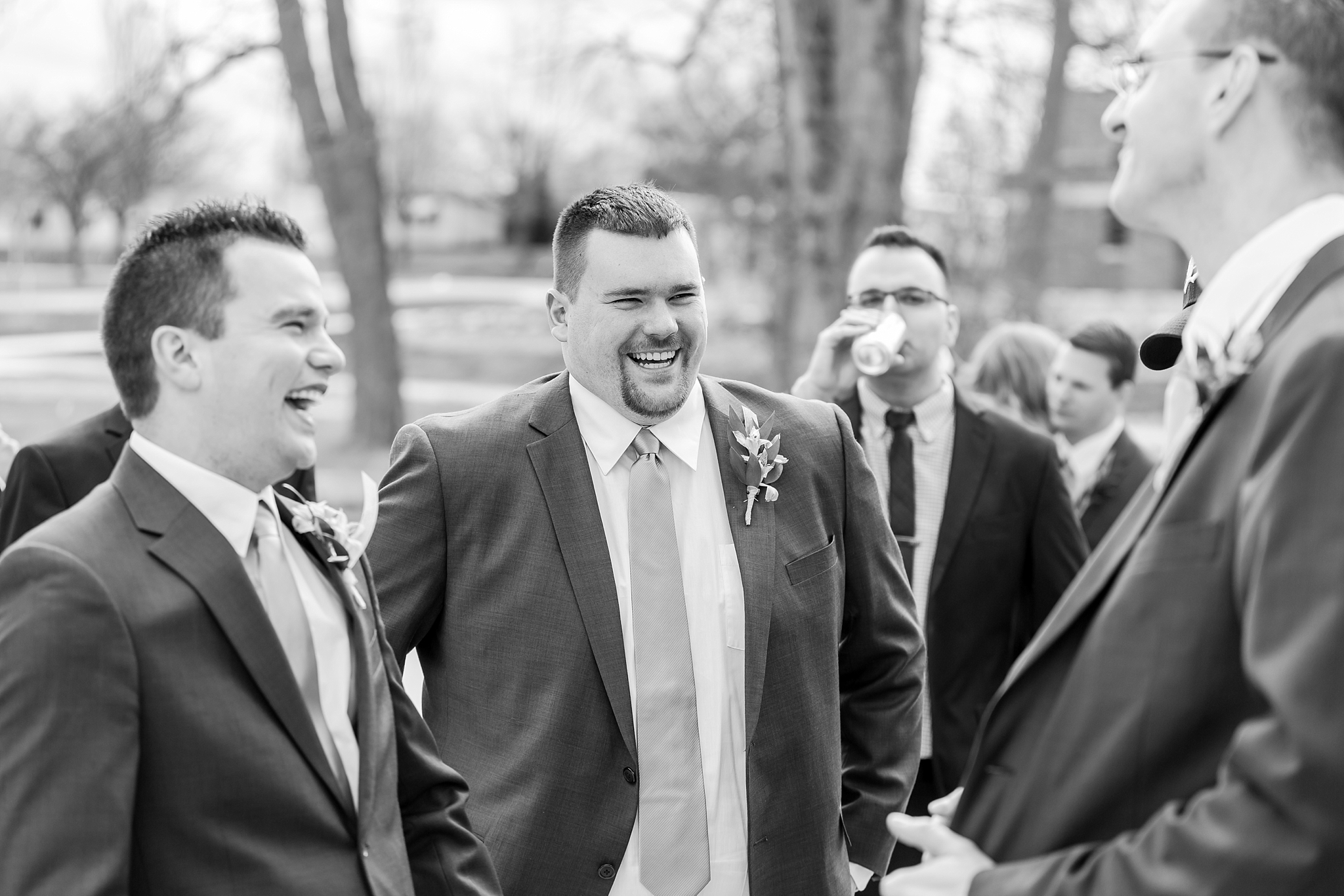 classic-timeless-candid-wedding-photos-in-grosse-ile-and-trenton-michigan-by-courtney-carolyn-photography_0054.jpg