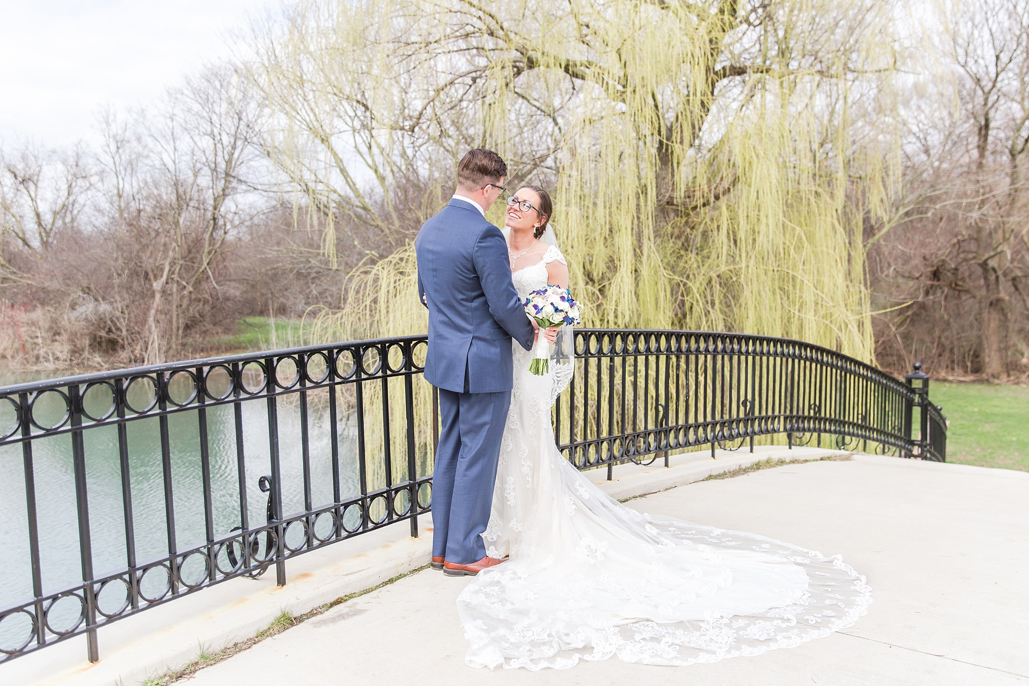 classic-timeless-candid-wedding-photos-in-grosse-ile-and-trenton-michigan-by-courtney-carolyn-photography_0056.jpg