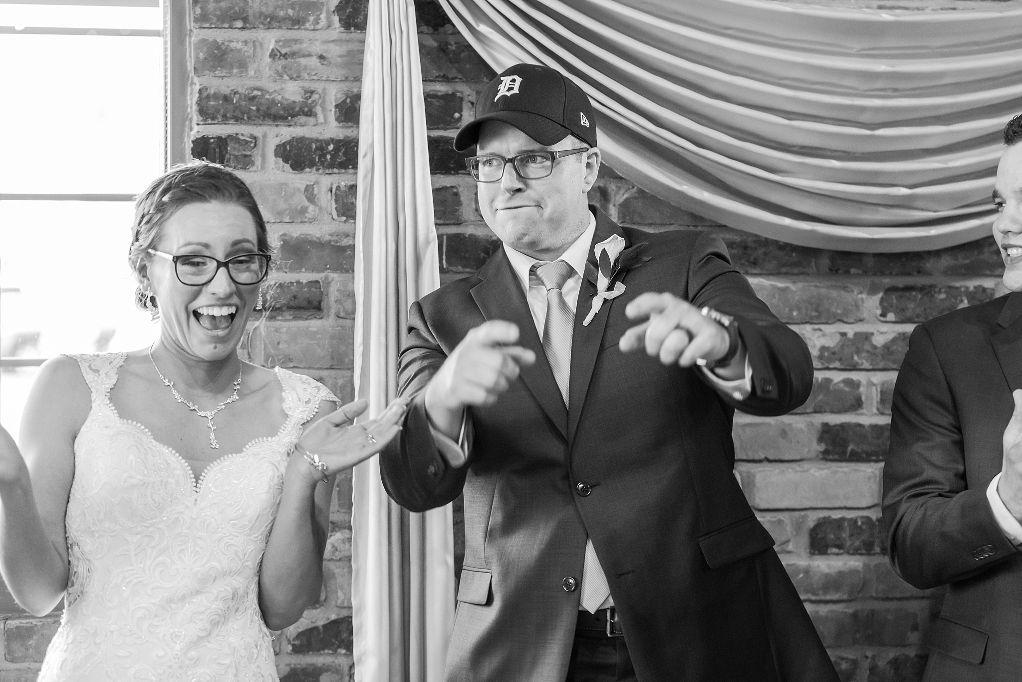 classic-timeless-candid-wedding-photos-in-grosse-ile-and-trenton-michigan-by-courtney-carolyn-photography_0060.jpg