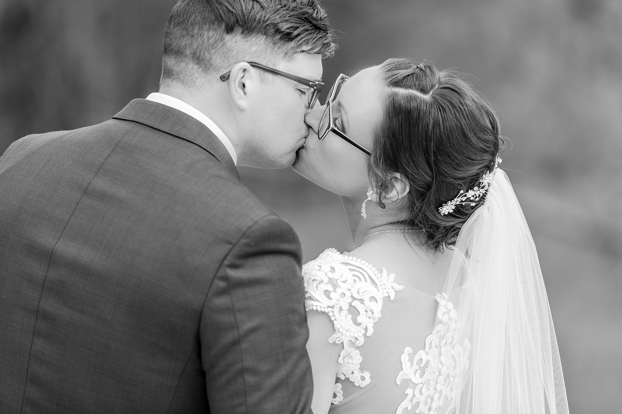 classic-timeless-candid-wedding-photos-in-grosse-ile-and-trenton-michigan-by-courtney-carolyn-photography_0080.jpg