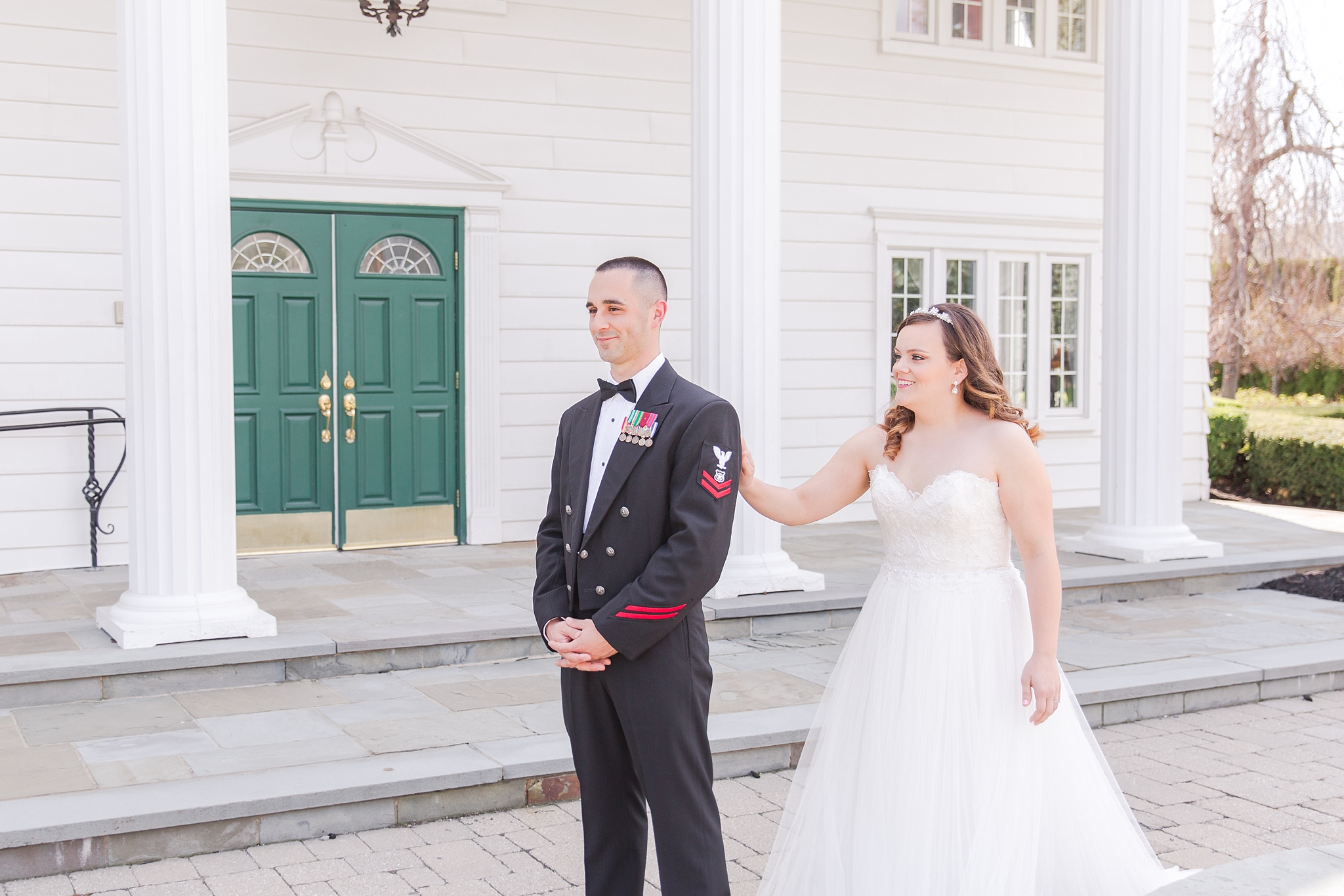 romantic-artful-candid-wedding-photos-in-st-clair-shores-at-the-white-house-wedding-chapel-by-courtney-carolyn-photography_0014.jpg