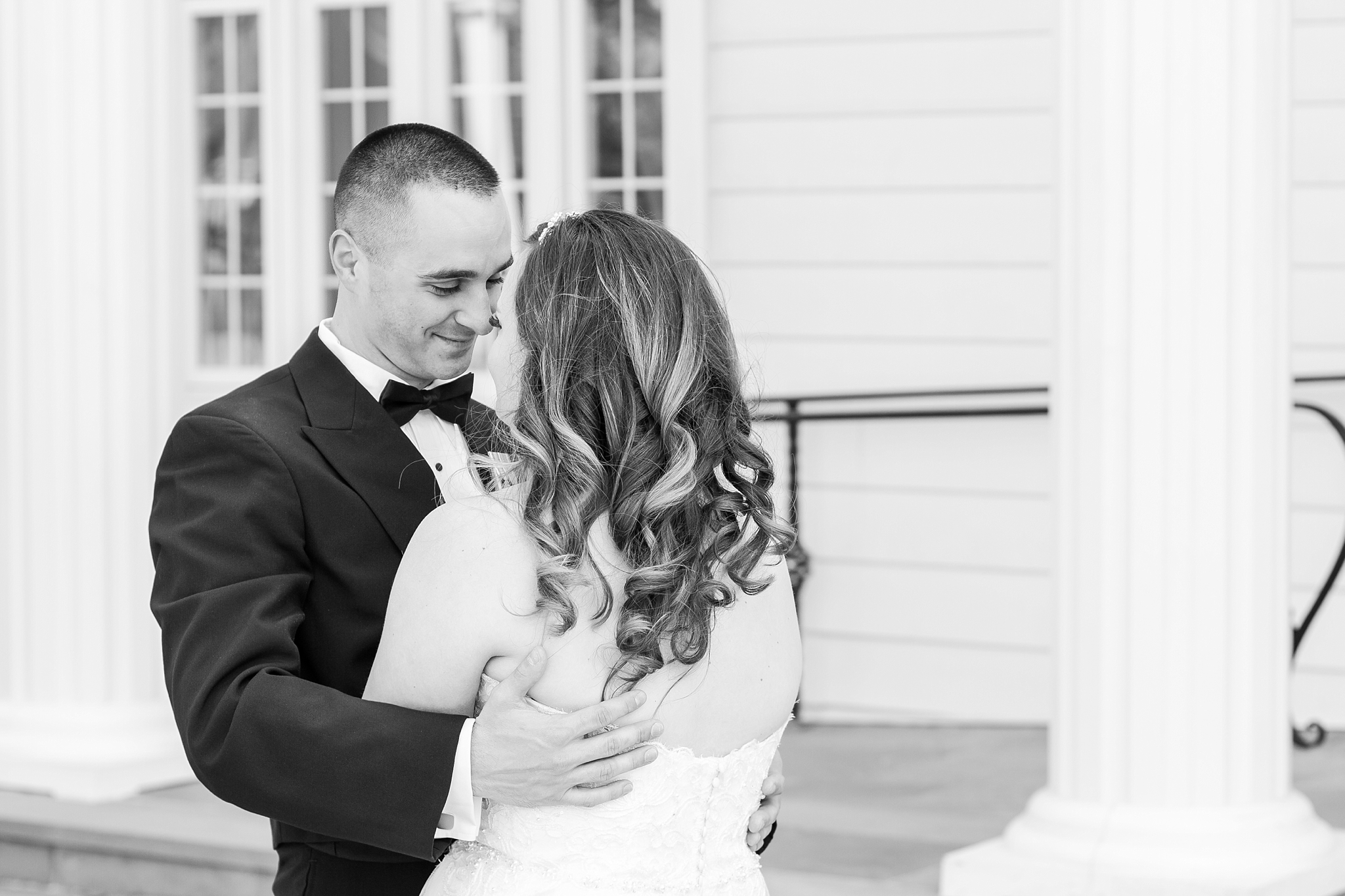 romantic-artful-candid-wedding-photos-in-st-clair-shores-at-the-white-house-wedding-chapel-by-courtney-carolyn-photography_0018.jpg