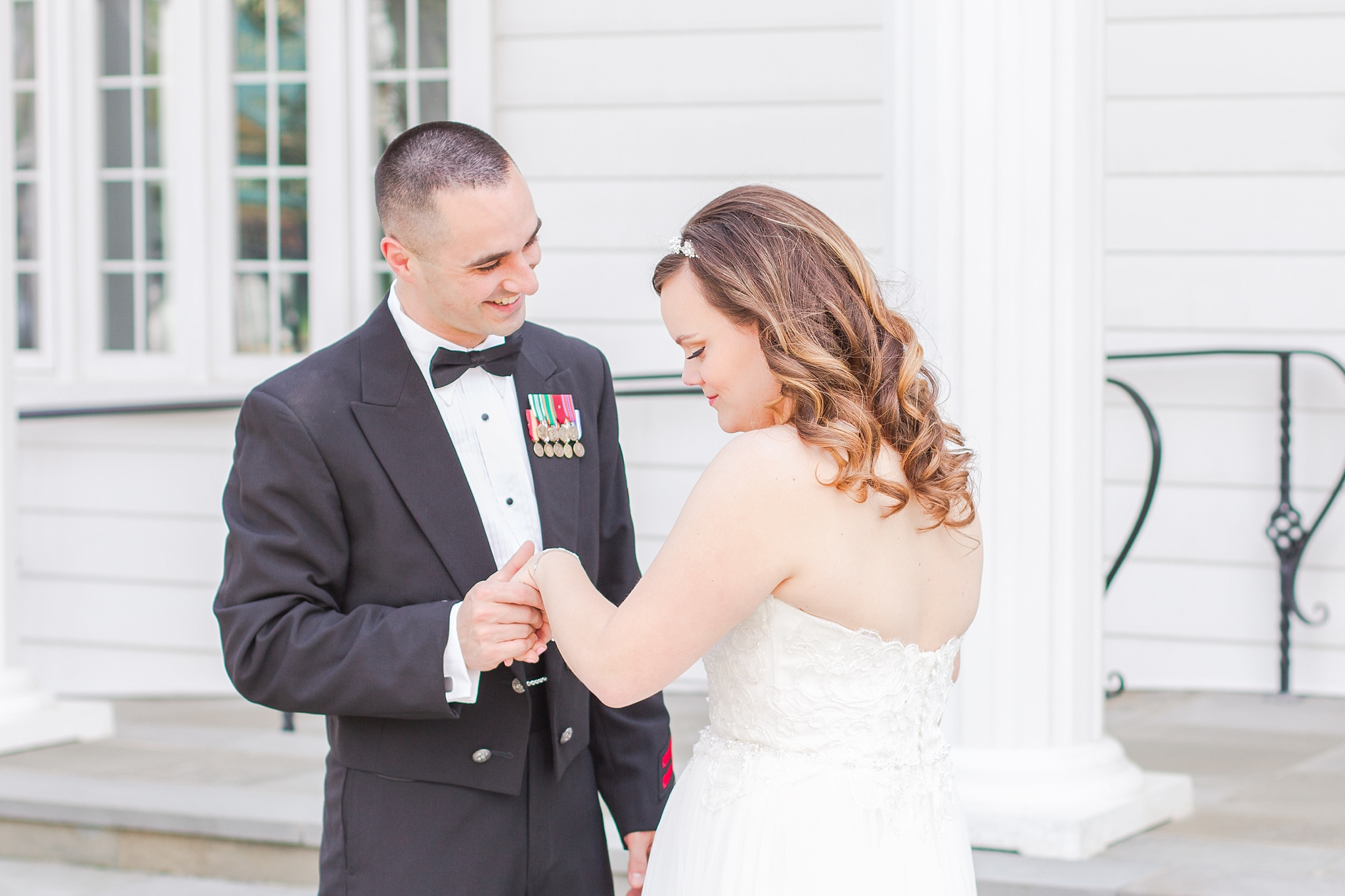 romantic-artful-candid-wedding-photos-in-st-clair-shores-at-the-white-house-wedding-chapel-by-courtney-carolyn-photography_0021.jpg