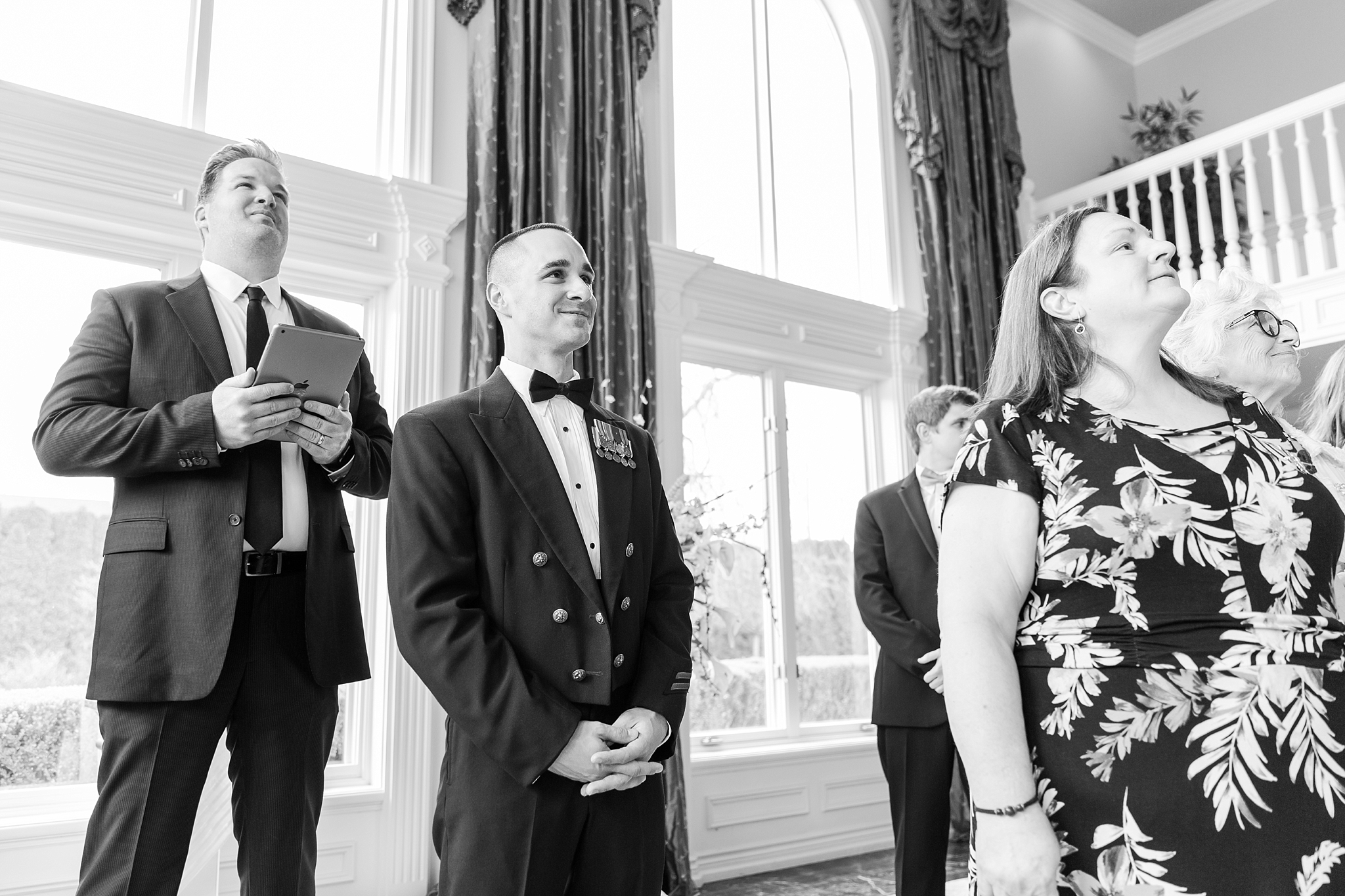 romantic-artful-candid-wedding-photos-in-st-clair-shores-at-the-white-house-wedding-chapel-by-courtney-carolyn-photography_0025.jpg