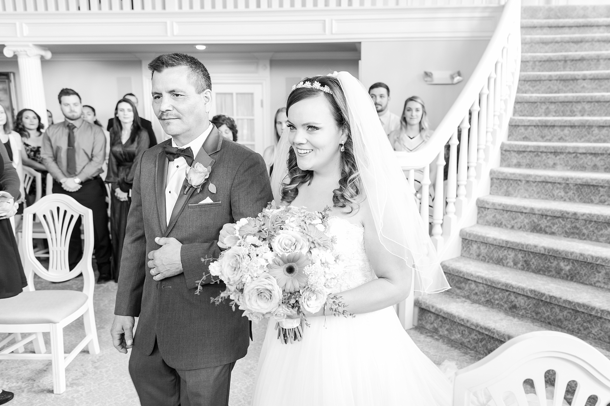 romantic-artful-candid-wedding-photos-in-st-clair-shores-at-the-white-house-wedding-chapel-by-courtney-carolyn-photography_0027.jpg