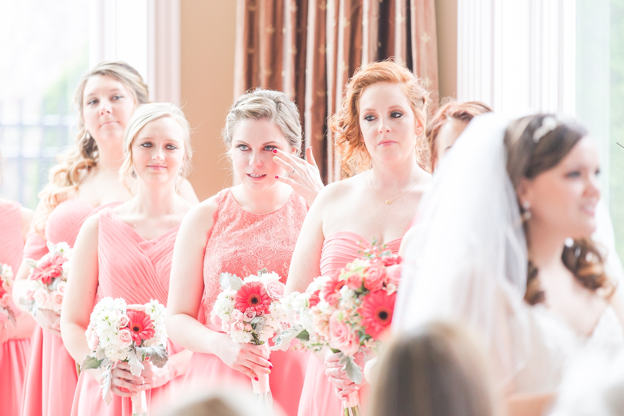 romantic-artful-candid-wedding-photos-in-st-clair-shores-at-the-white-house-wedding-chapel-by-courtney-carolyn-photography_0030.jpg