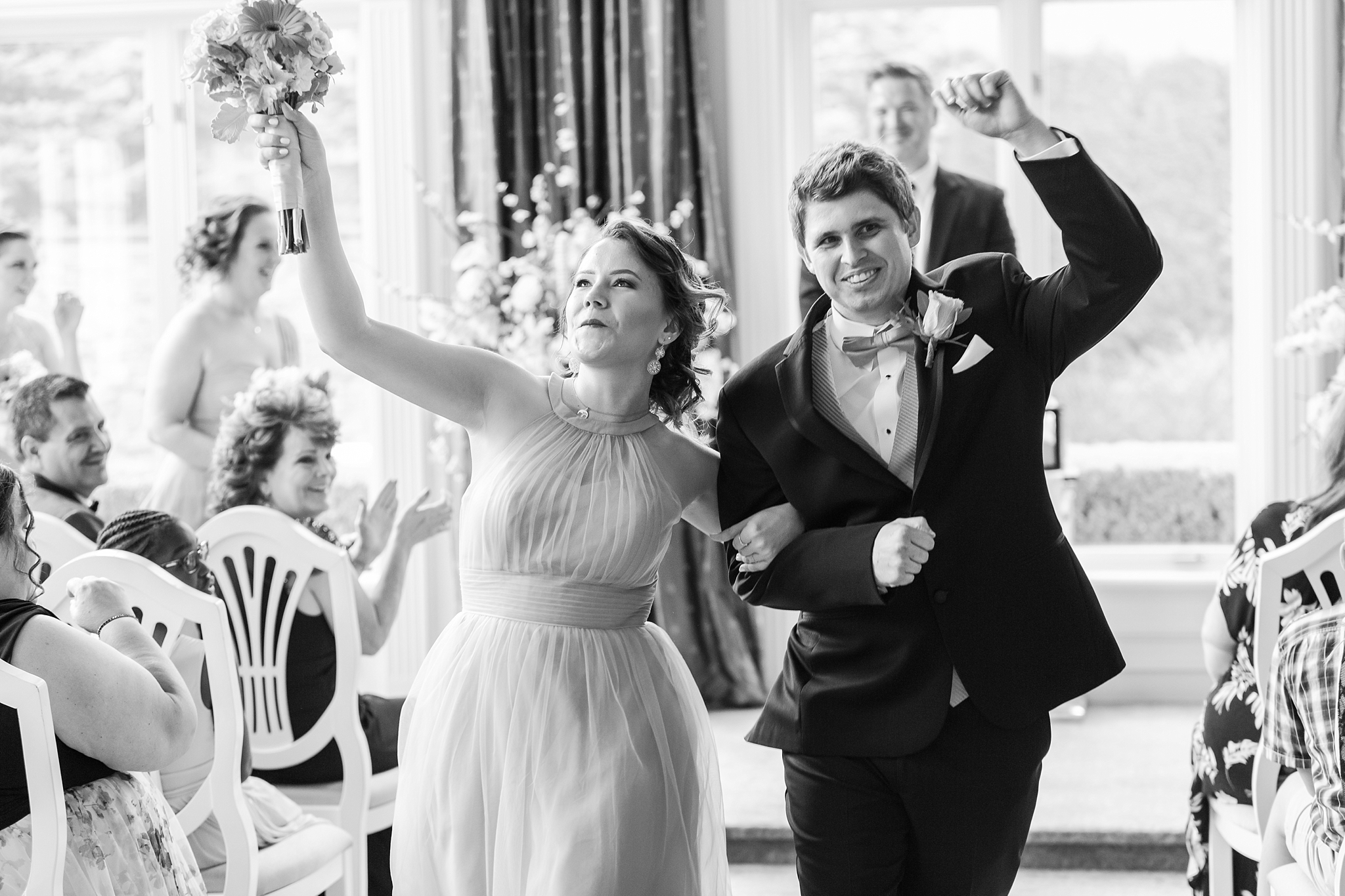 romantic-artful-candid-wedding-photos-in-st-clair-shores-at-the-white-house-wedding-chapel-by-courtney-carolyn-photography_0035.jpg
