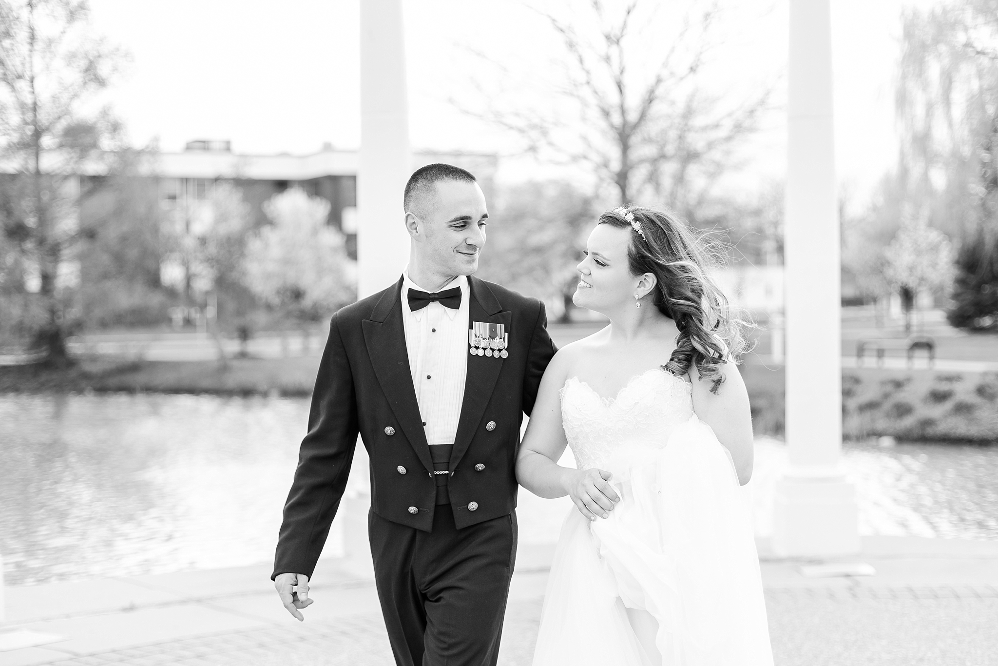romantic-artful-candid-wedding-photos-in-st-clair-shores-at-the-white-house-wedding-chapel-by-courtney-carolyn-photography_0050.jpg