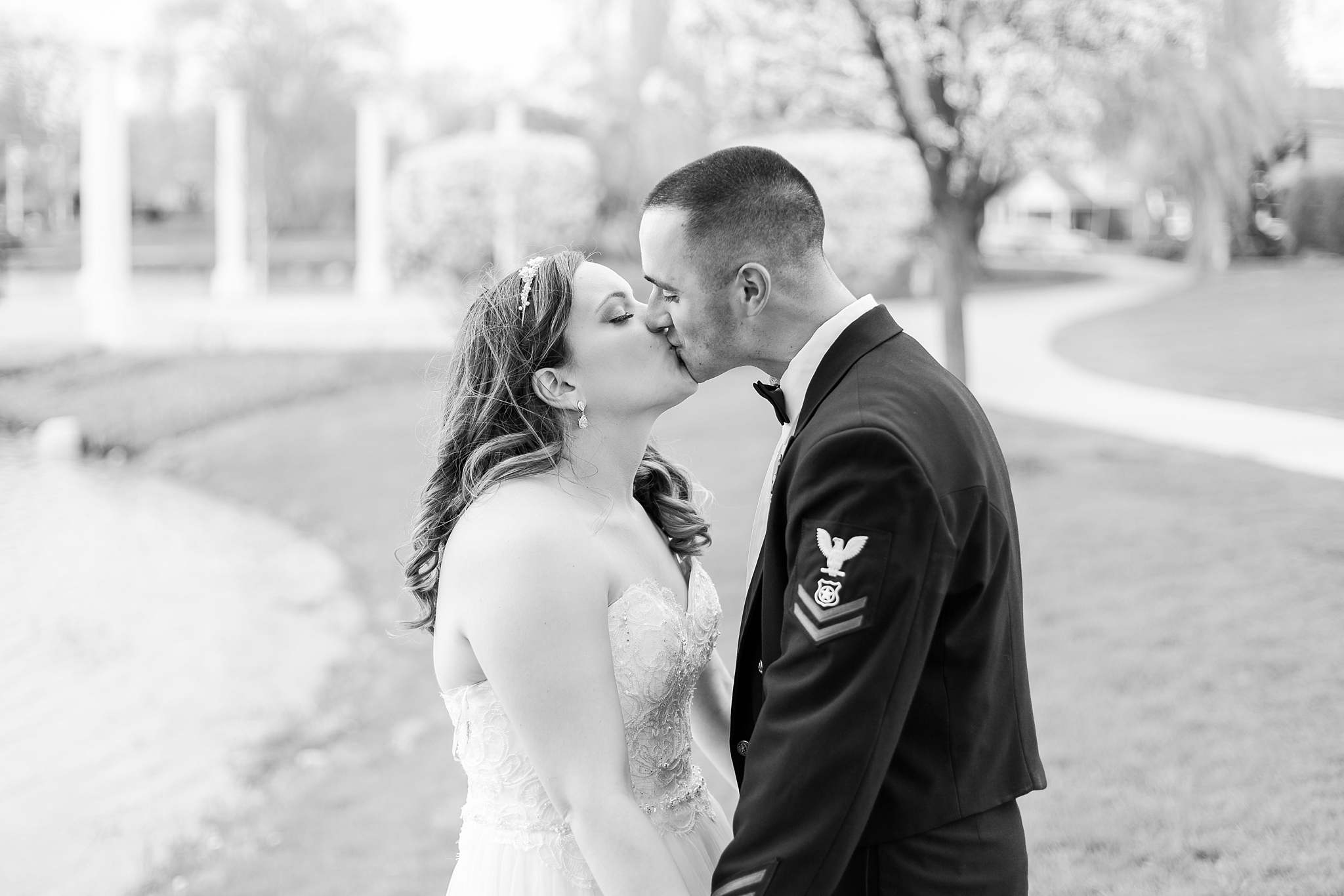 romantic-artful-candid-wedding-photos-in-st-clair-shores-at-the-white-house-wedding-chapel-by-courtney-carolyn-photography_0053.jpg