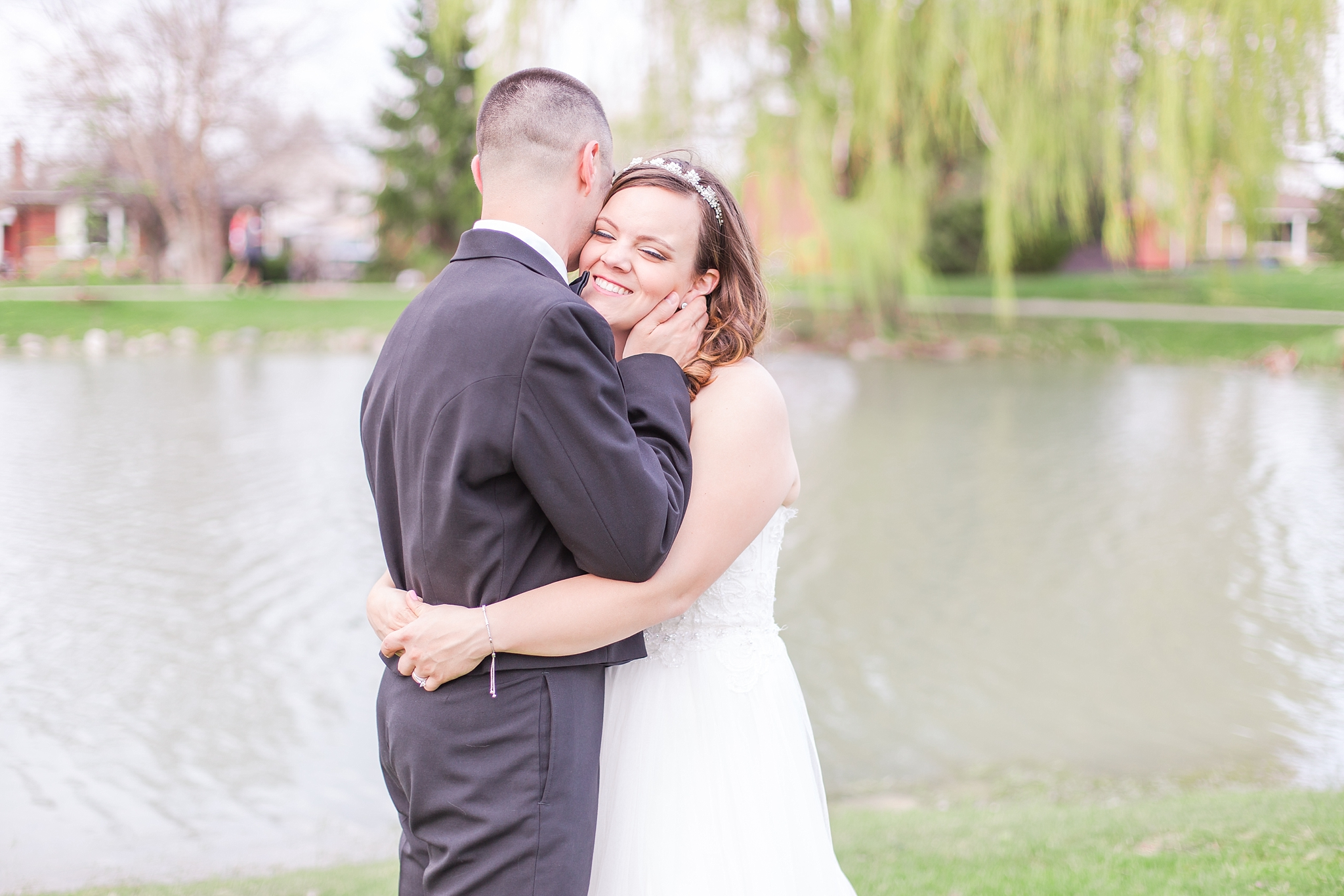 romantic-artful-candid-wedding-photos-in-st-clair-shores-at-the-white-house-wedding-chapel-by-courtney-carolyn-photography_0055.jpg