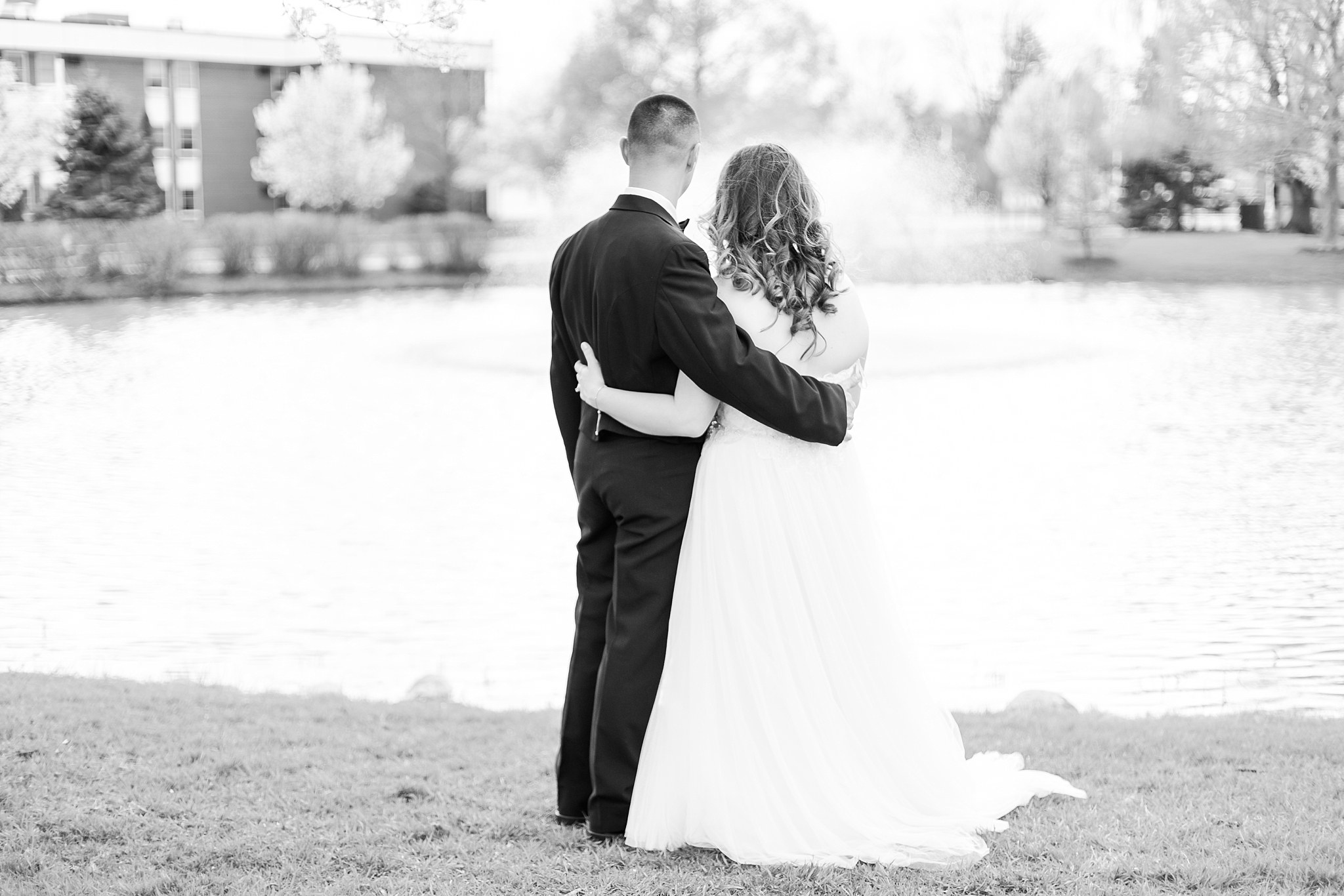 romantic-artful-candid-wedding-photos-in-st-clair-shores-at-the-white-house-wedding-chapel-by-courtney-carolyn-photography_0066.jpg