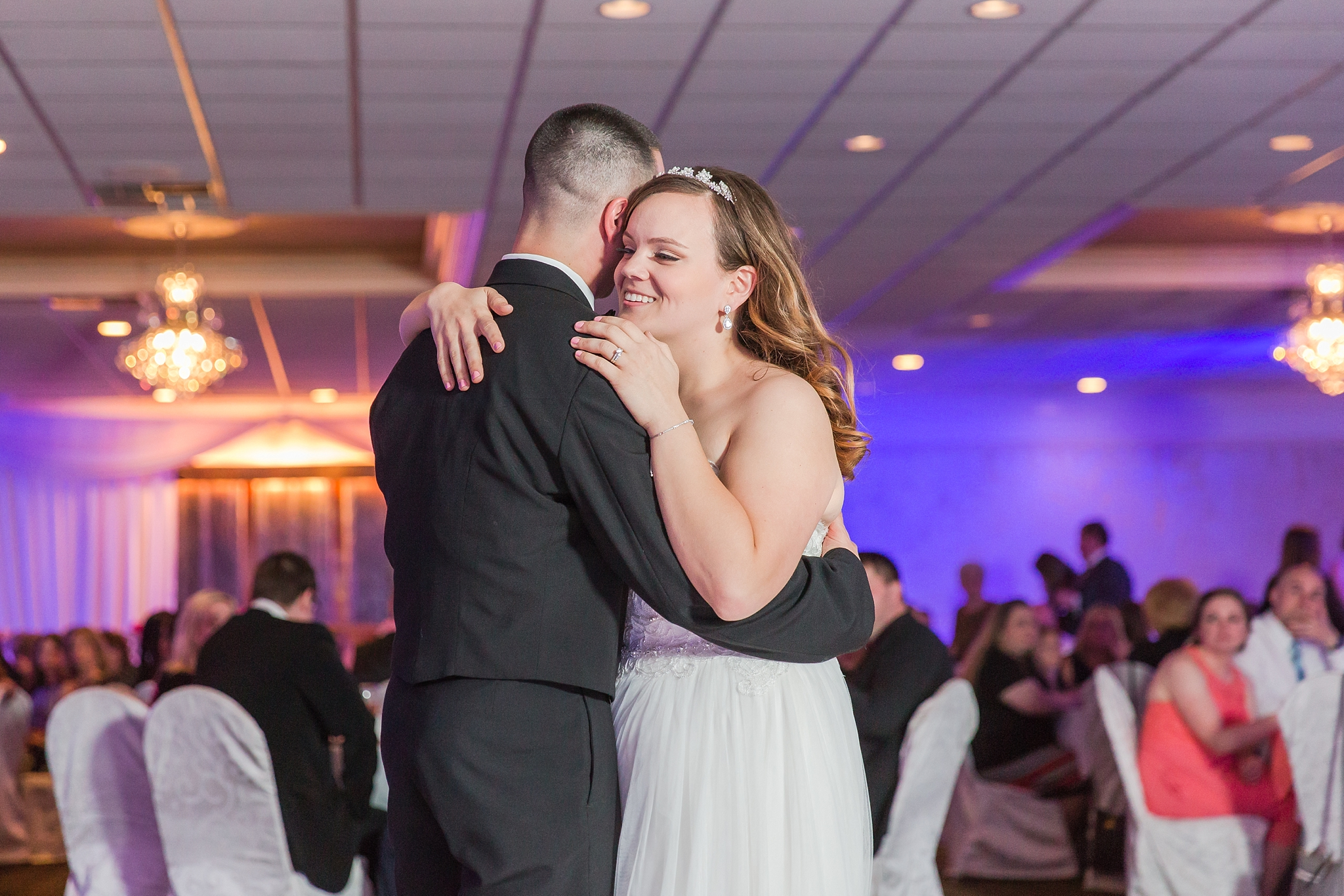 romantic-artful-candid-wedding-photos-in-st-clair-shores-at-the-white-house-wedding-chapel-by-courtney-carolyn-photography_0078.jpg