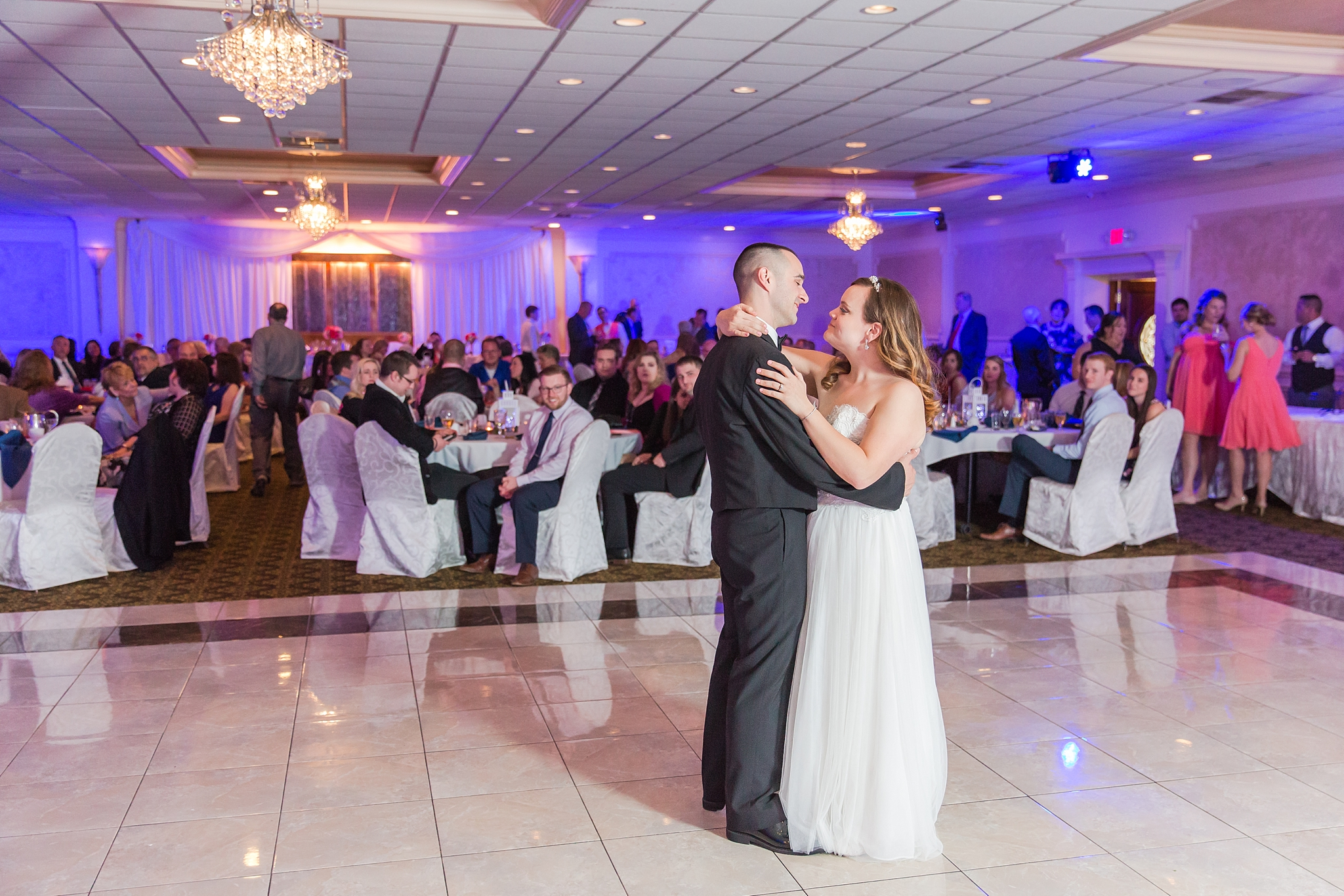 romantic-artful-candid-wedding-photos-in-st-clair-shores-at-the-white-house-wedding-chapel-by-courtney-carolyn-photography_0079.jpg
